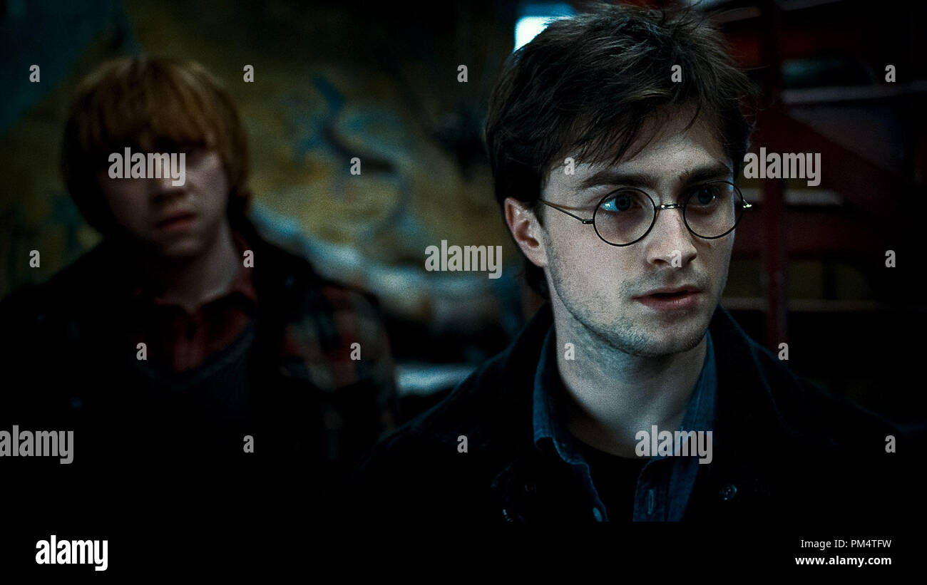 (L-r) RUPERT GRINT as Ron Weasley and DANIEL RADCLIFFE as Harry Potter in Warner Bros. PicturesÕ fantasy adventure ÒHARRY POTTER AND THE DEATHLY HALLOWS Ð PART 1,Ó a Warner Bros. Pictures release.    Photo courtesy of Warner Bros. Pictures - Stock Image