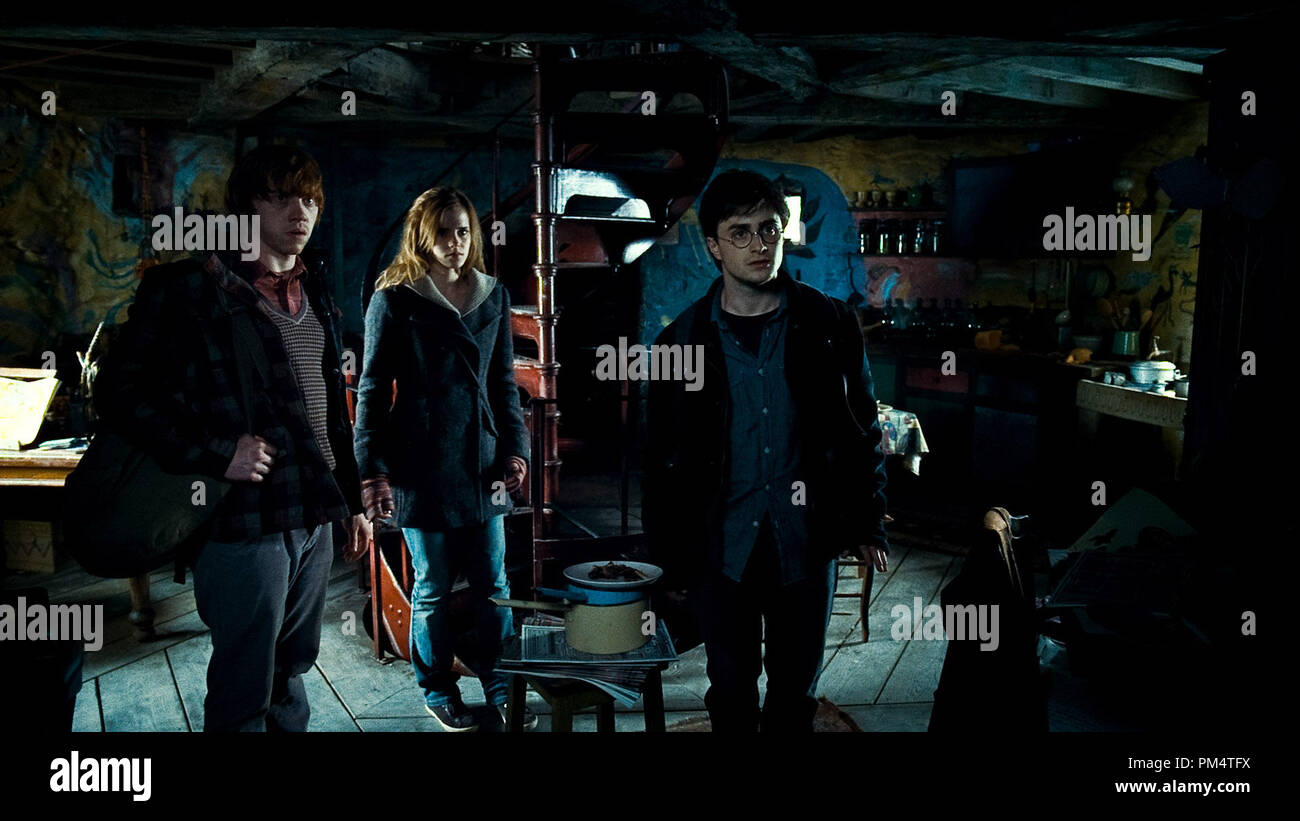 (L-r) RUPERT GRINT as Ron Weasley, EMMA WATSON as Hermione Granger and DANIEL RADCLIFFE as Harry Potter in Warner Bros. PicturesÕ fantasy adventure ÒHARRY POTTER AND THE DEATHLY HALLOWS Ð PART 1,Ó a Warner Bros. Pictures release.    Photo courtesy of Warner Bros. Pictures - Stock Image