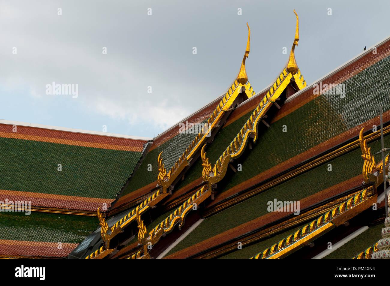Roof - Wat Arun - Temple of dawn - Bangkok - Thailand Toits - Wat Arun - Temple de l'Aube - Bangkok - Thaïlande Stock Photo