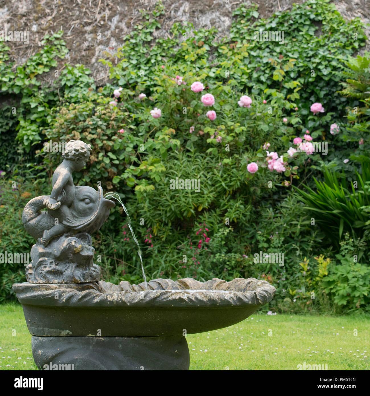 country garden fountain - Stock Image