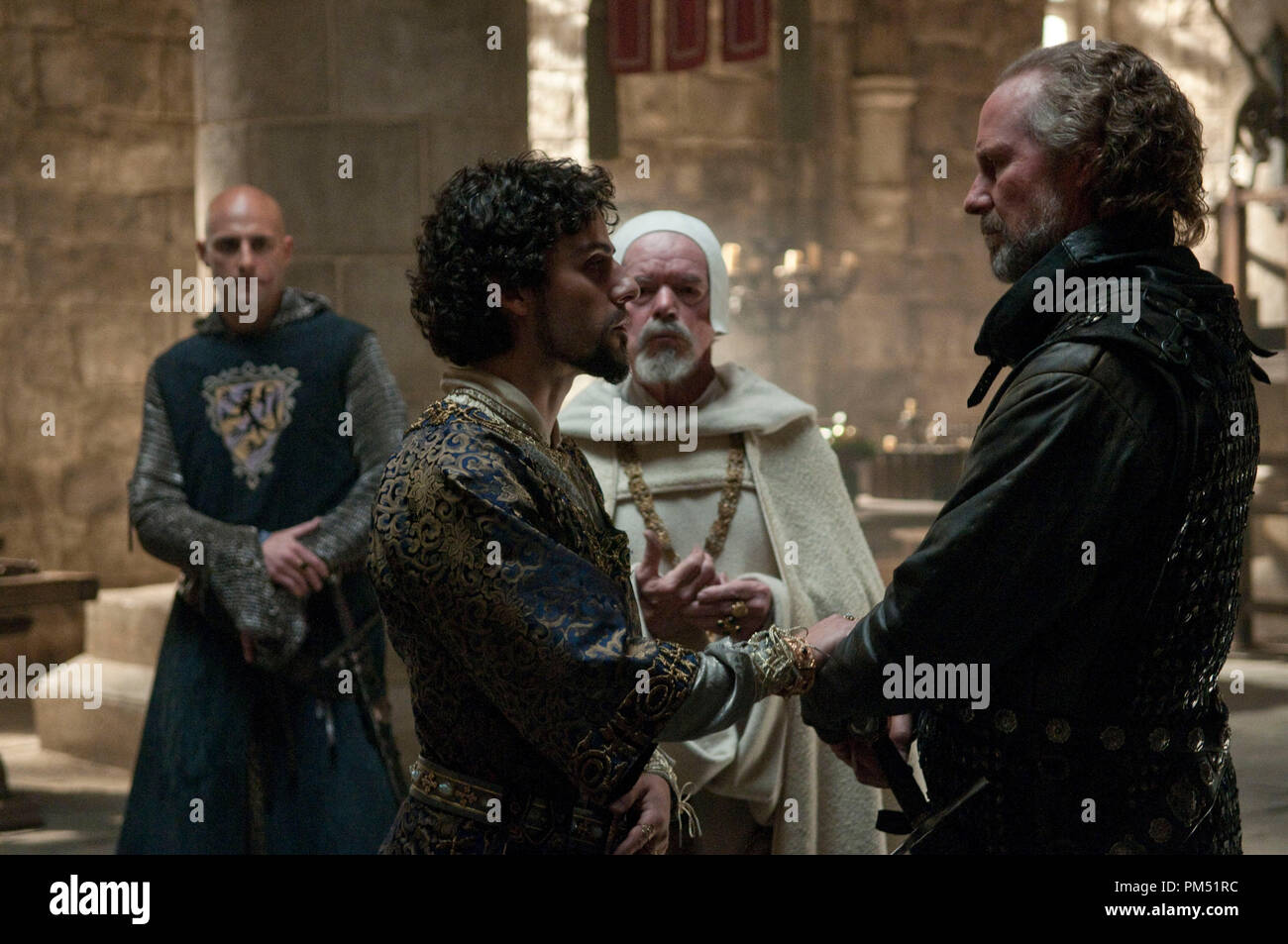 Robin Hood 2010 Universal William Hurt and Oscar Isaac - Stock Image