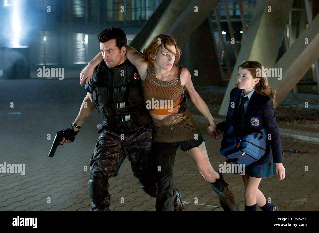 Resident Evil Apocalypse Oded Fehr Milla Jovovich Sophie