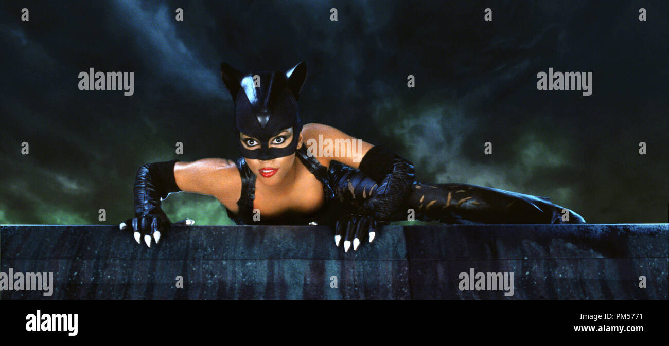 Studio Publicity Still from 'Catwoman' Halle Berry © 2004 Warner  File Reference # 307351573THA  For Editorial Use Only -  All Rights Reserved - Stock Image