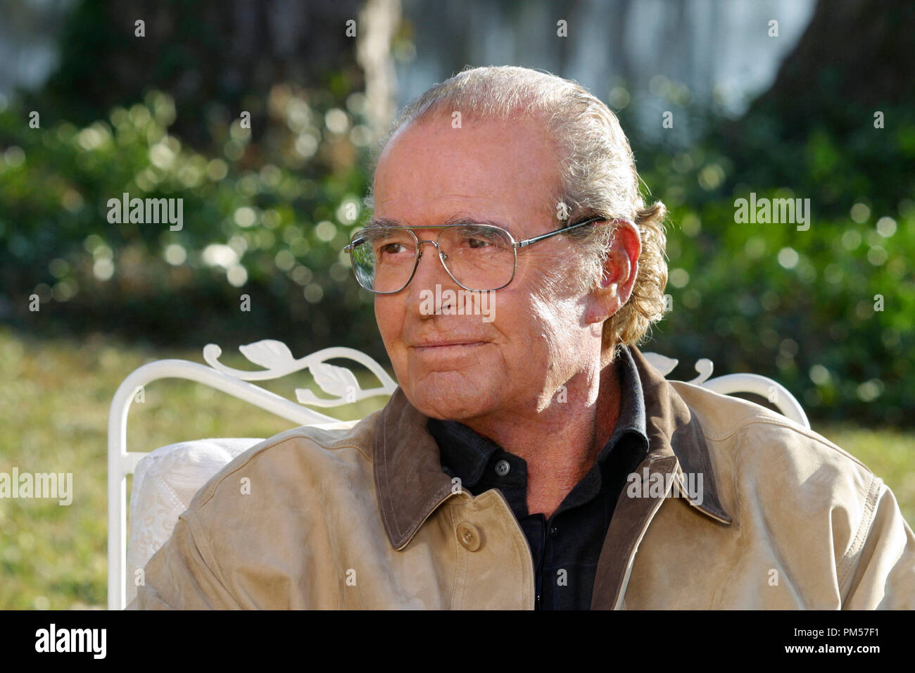 Studio Publicity Still from 'The Notebook' James Garner Photo credit: Melissa Moseley © 2004 New Line Cinema File Reference # 307351760THA  For Editorial Use Only -  All Rights Reserved - Stock Image