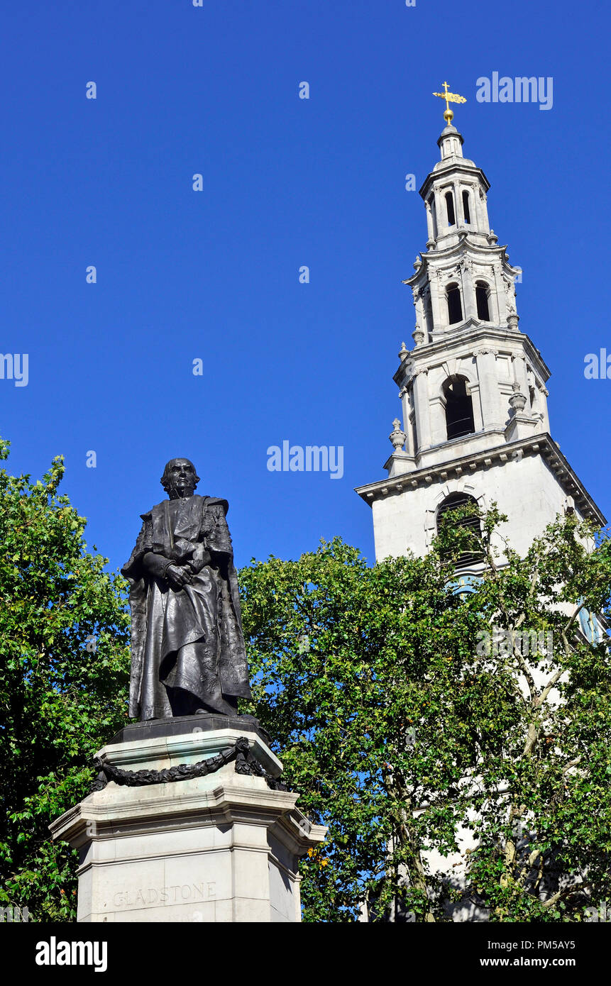 Statue of William Gladstone (1809-98, Prime Minister) in front of St Clement Danes Church in the Aldwich, London, England, UK. - Stock Image