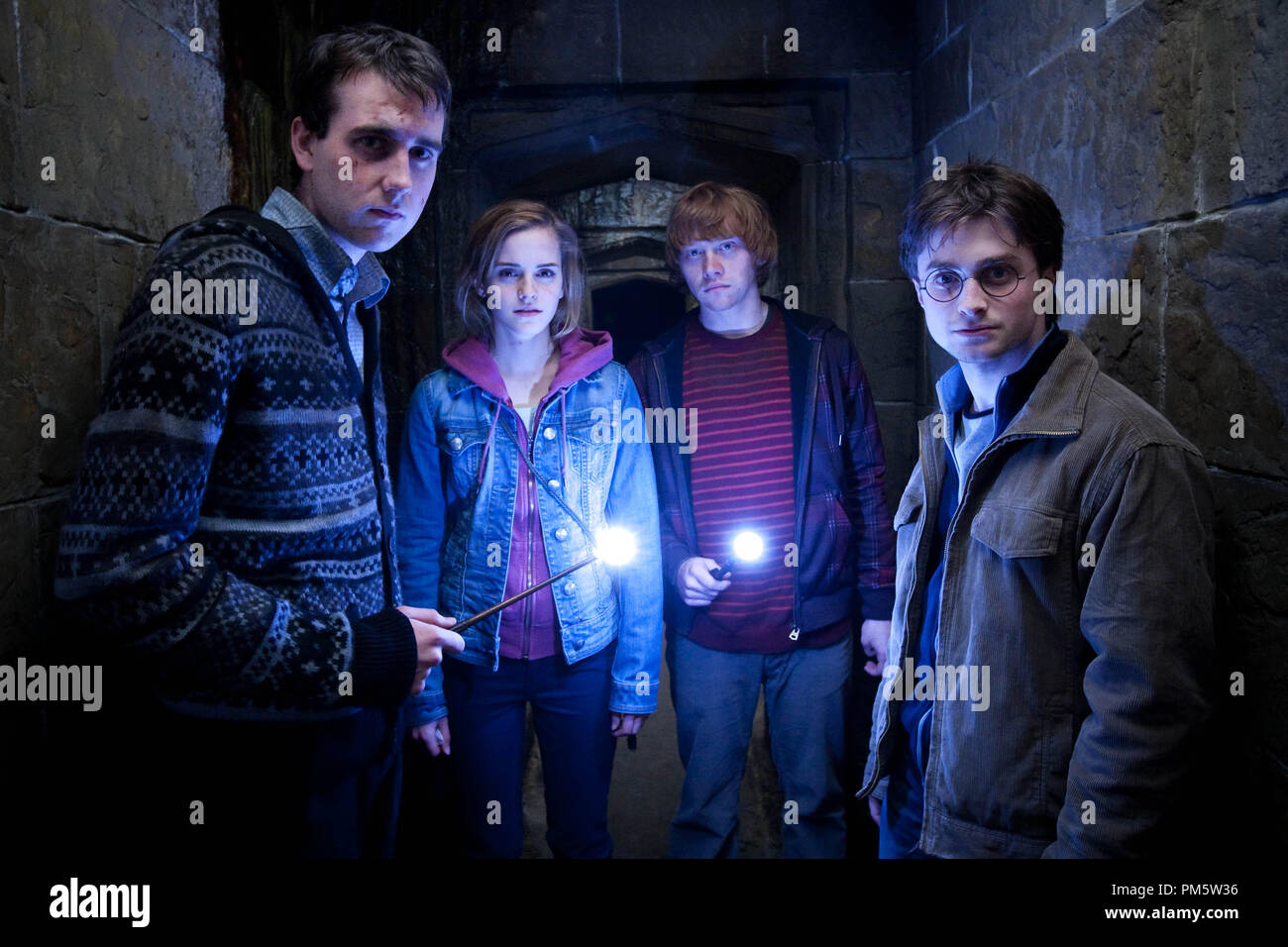 """(L-r) MATTHEW LEWIS as Neville Longbottom, EMMA WATSON as Hermione Granger, RUPERT GRINT as Ron Weasley and DANIEL RADCLIFFE as Harry Potter in Warner Bros. Pictures' fantasy adventure """"HARRY POTTER AND THE DEATHLY HALLOWS – PART 2,"""" a Warner Bros. Pictures release. - Stock Image"""