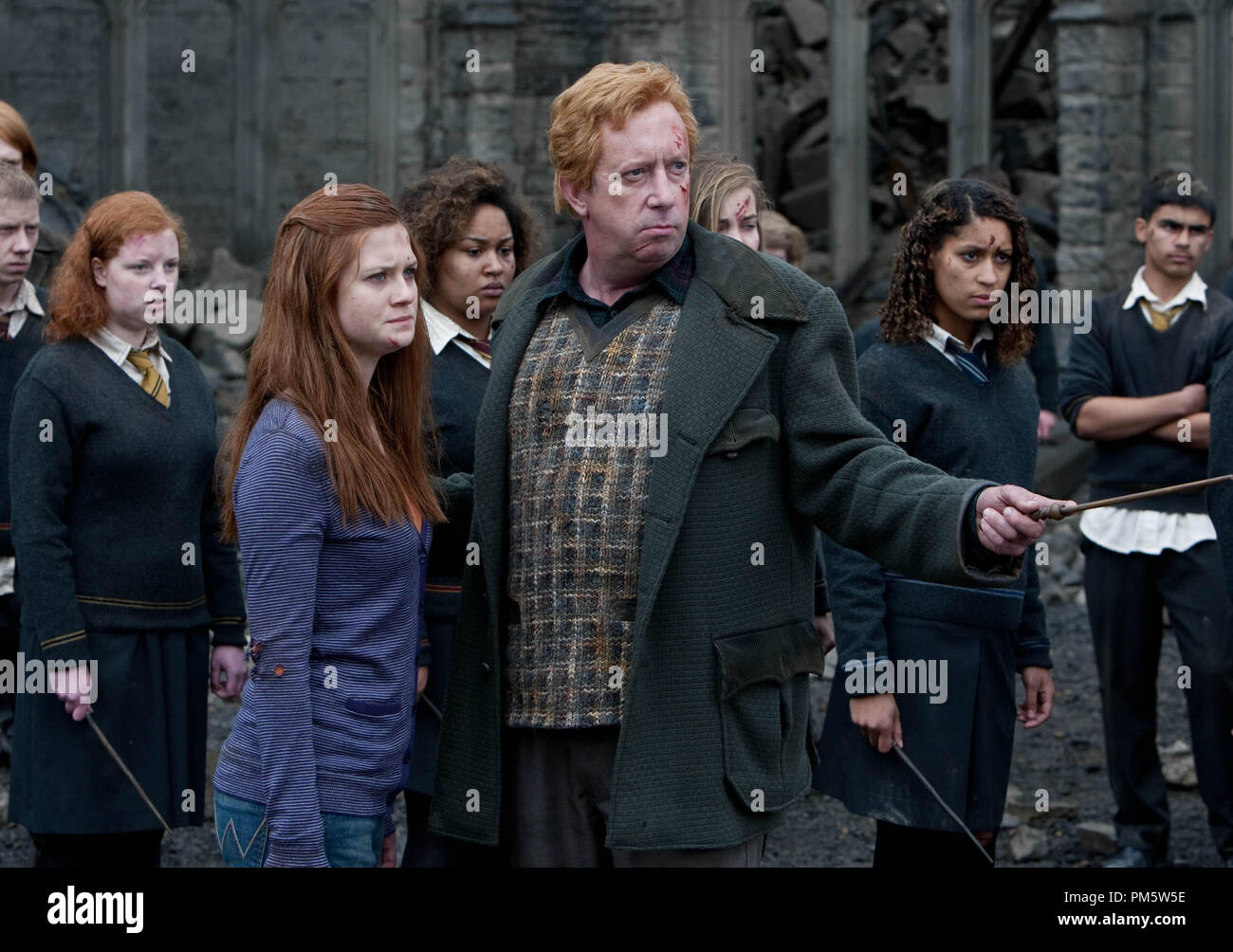 """(L-r) BONNIE WRIGHT AS Ginny Weasley and MARK WILLIAMS as Arthur Weasley in Warner Bros. Pictures' fantasy adventure """"HARRY POTTER AND THE DEATHLY HALLOWS – PART 2,"""" a Warner Bros. Pictures release. - Stock Image"""