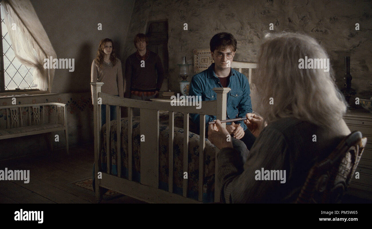 """(L-r) EMMA WATSON as Hermione Granger, RUPERT GRINT as Ron Weasley, DANIEL RADCLIFFE as Harry Potter and JOHN HURT as Ollivander in Warner Bros. Pictures' fantasy adventure """"HARRY POTTER AND THE DEATHLY HALLOWS – PART 2,"""" a Warner Bros. Pictures release. - Stock Image"""