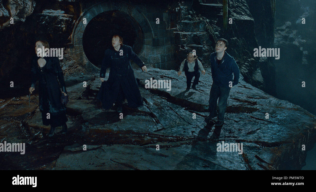 """(L-r) EMMA WATSON as Hermione Granger, RUPERT GRINT as Ron Weasley, WARWICK DAVIS as Griphook and DANIEL RADCLIFFE as Harry Potter in Warner Bros. Pictures' fantasy adventure """"HARRY POTTER AND THE DEATHLY HALLOWS – PART 2,"""" a Warner Bros. Pictures release. - Stock Image"""