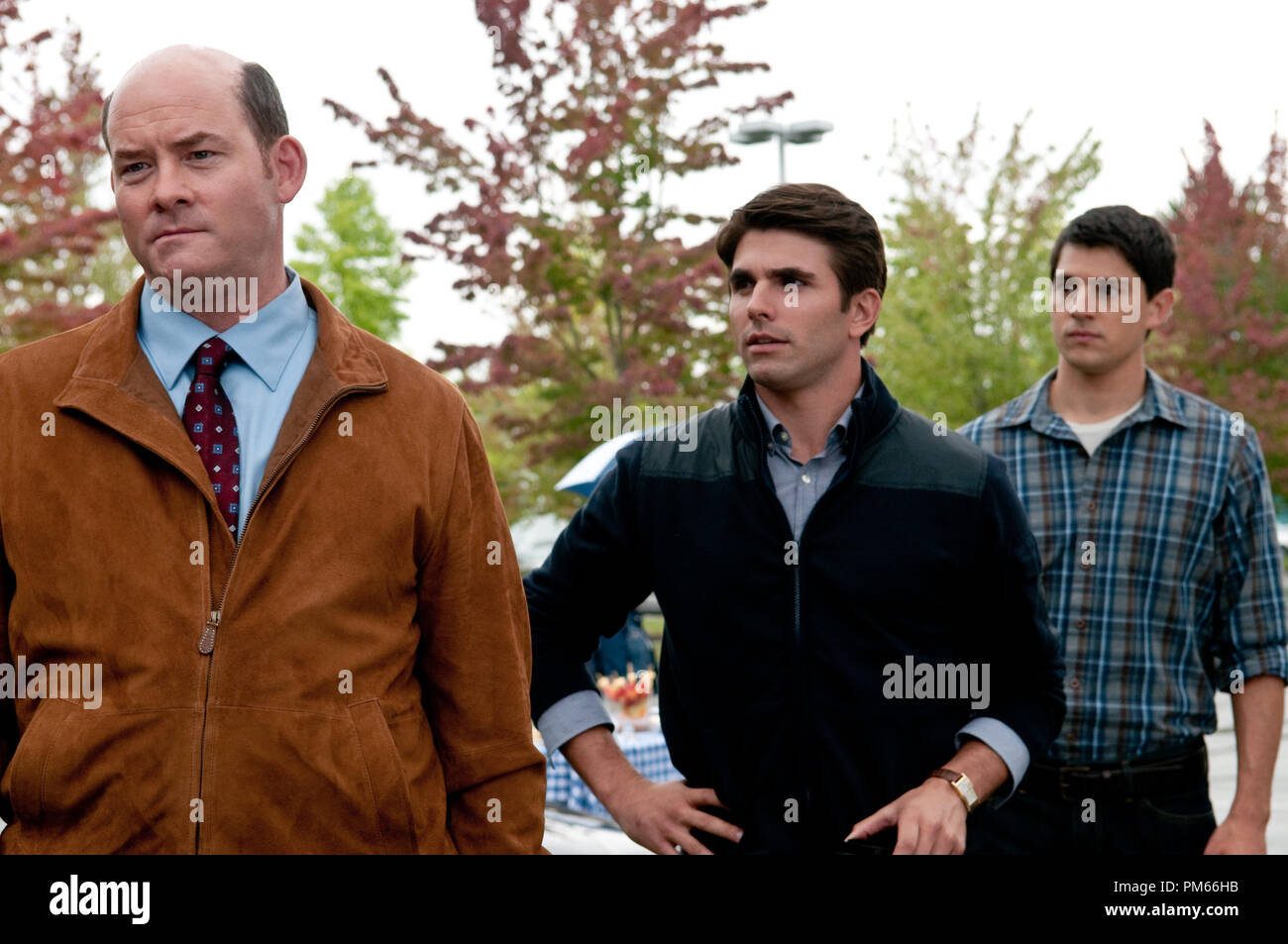 (L-r) DAVID KOECHNER as Dennis, MILES FISHER as Peter and NICHOLAS D?AGOSTO as Sam in New Line Cinema?s horror film ?FINAL DESTINATION 5,? a Warner Bros. Pictures release. - Stock Image
