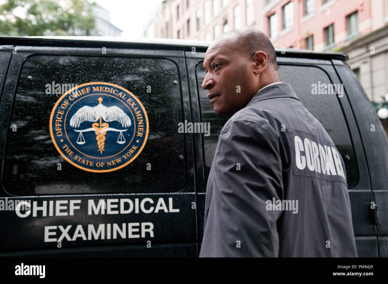 """(L-r) TONY TODD as Bludworth in New Line Cinema's horror film """"FINAL DESTINATION 5,"""" a Warner Bros. Pictures release. - Stock Image"""