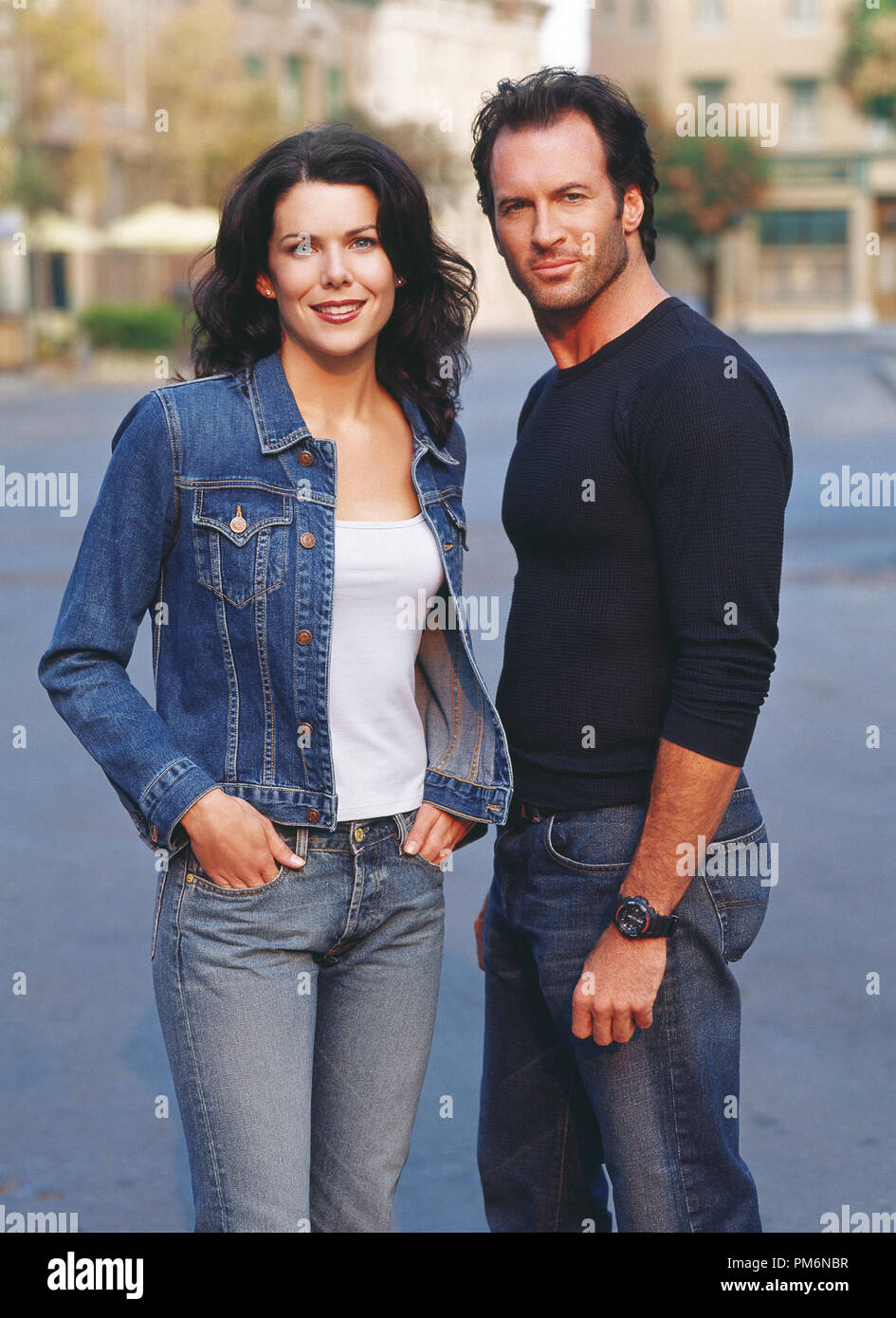 Film Still / Publicity Still from 'Gilmore Girls' (Episode: That Damn Donna Reed) Lauren Graham, Scott Patterson 2001 Photo credit: Frank Ockenfels    File Reference # 30847972THA  For Editorial Use Only -  All Rights Reserved - Stock Image