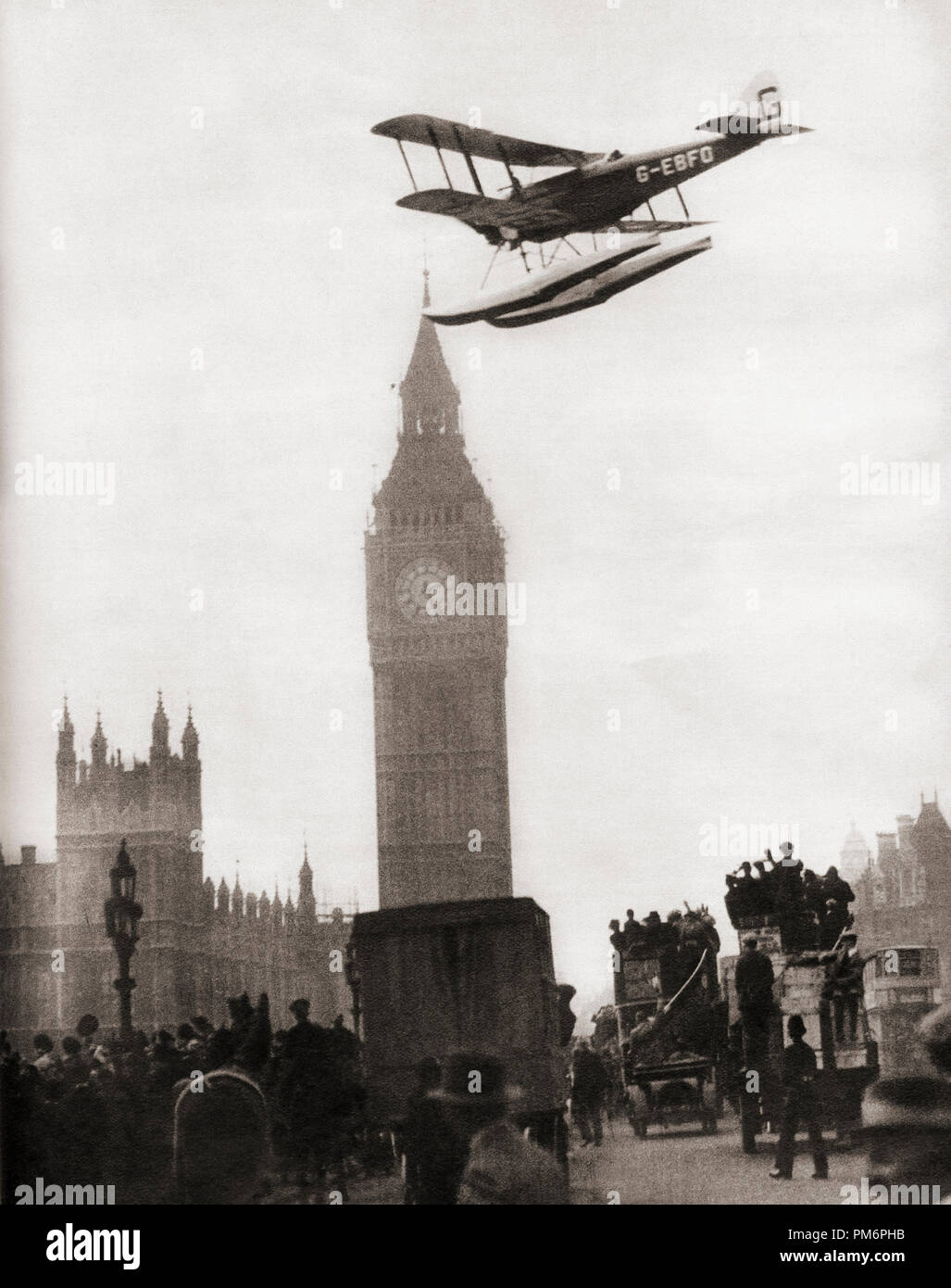 Alan Cobham coming in to land on the River Thames, London in his de Havilland DH.50J floatplane after flying to Australia and back in 1926.  From These Tremendous Years, published 1938. - Stock Image