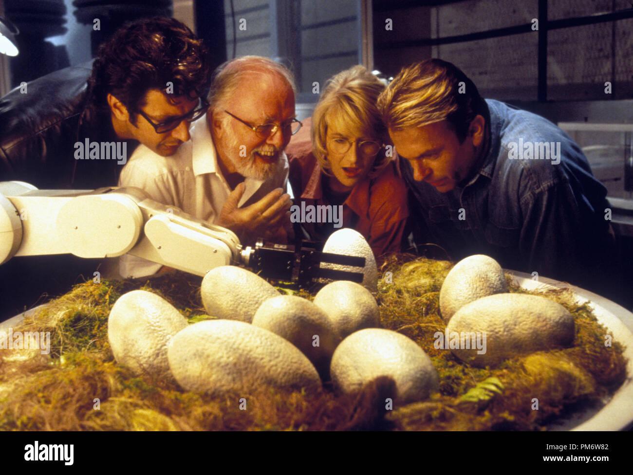 Film Still from 'Jurassic Park' Jeff Goldblum, Richard Attenborough, Laura Dern, Sam Neill © 1993 Universal Photo Credit: Murray Close - Stock Image