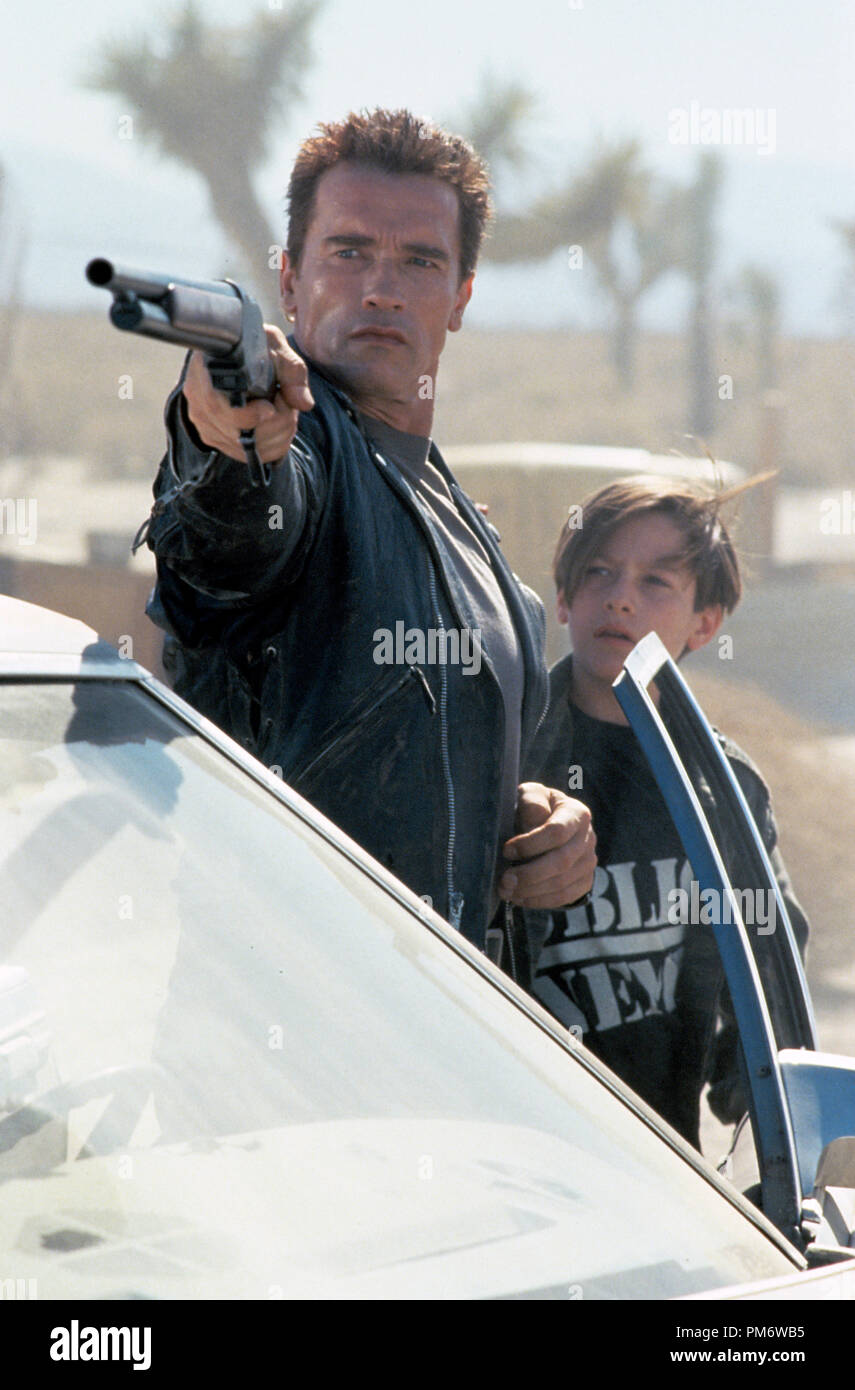 Film Still from 'Terminator 2: Judgment Day' Arnold Schwarzenegger, Edward Furlong © 1991 Carolco Photo Credit: Zade Rosenthal - Stock Image