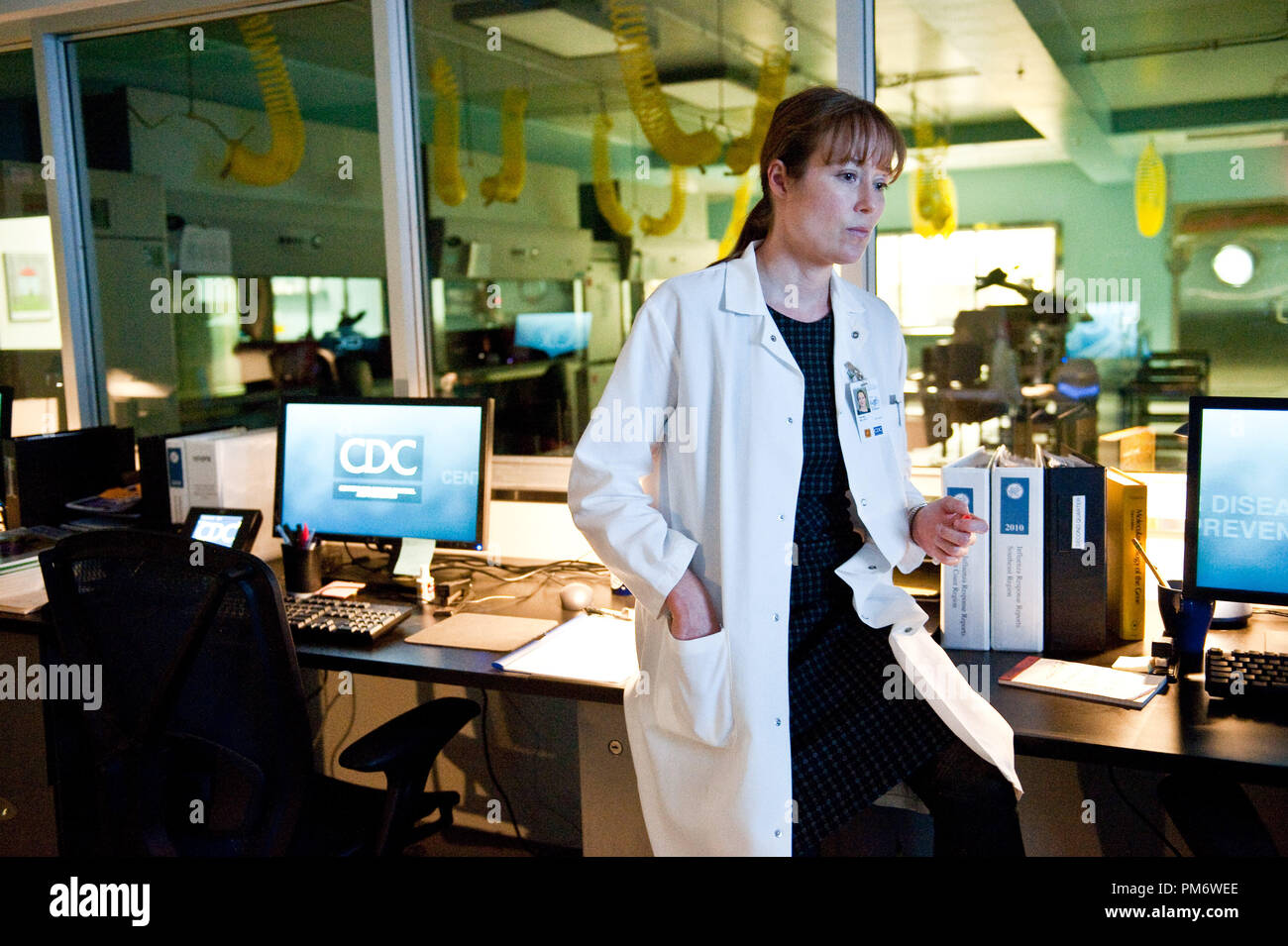 Jennifer Ehle As Dr Ally Hextall In The Thriller Contagion A Warner Bros Pictures Release Stock Photo Alamy