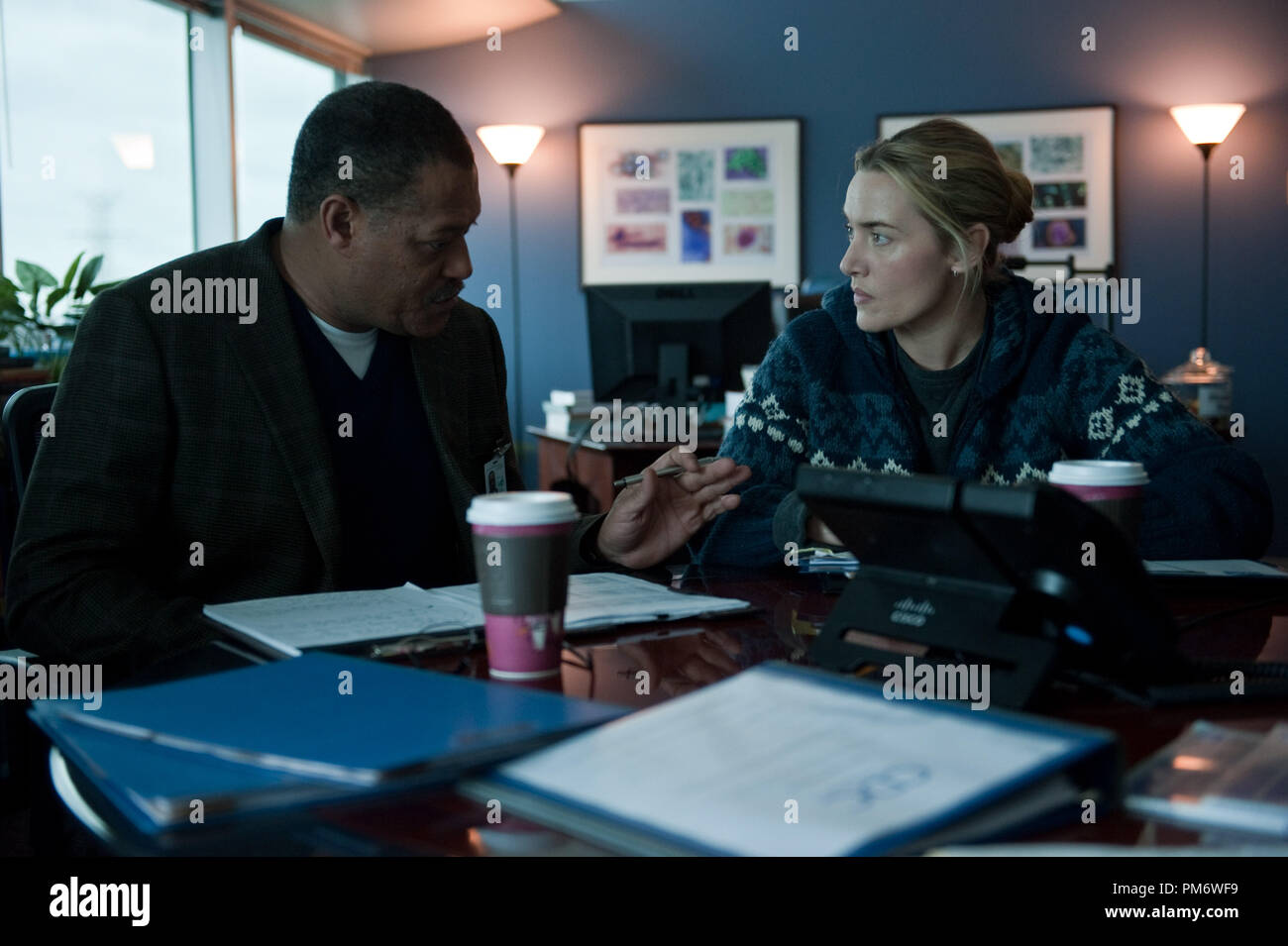 L R Laurence Fishburne As Dr Ellis Cheever And Kate Winslet As Dr Erin Mears In The Thriller Contagion A Warner Bros Pictures Release Stock Photo Alamy