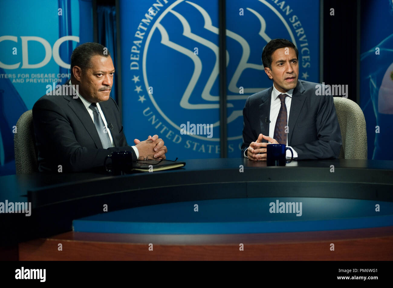 L R Laurence Fishburne As Dr Ellis Cheever And Sanjay Gupta Md As Himself In The Thriller Contagion A Warner Bros Pictures Release Stock Photo Alamy