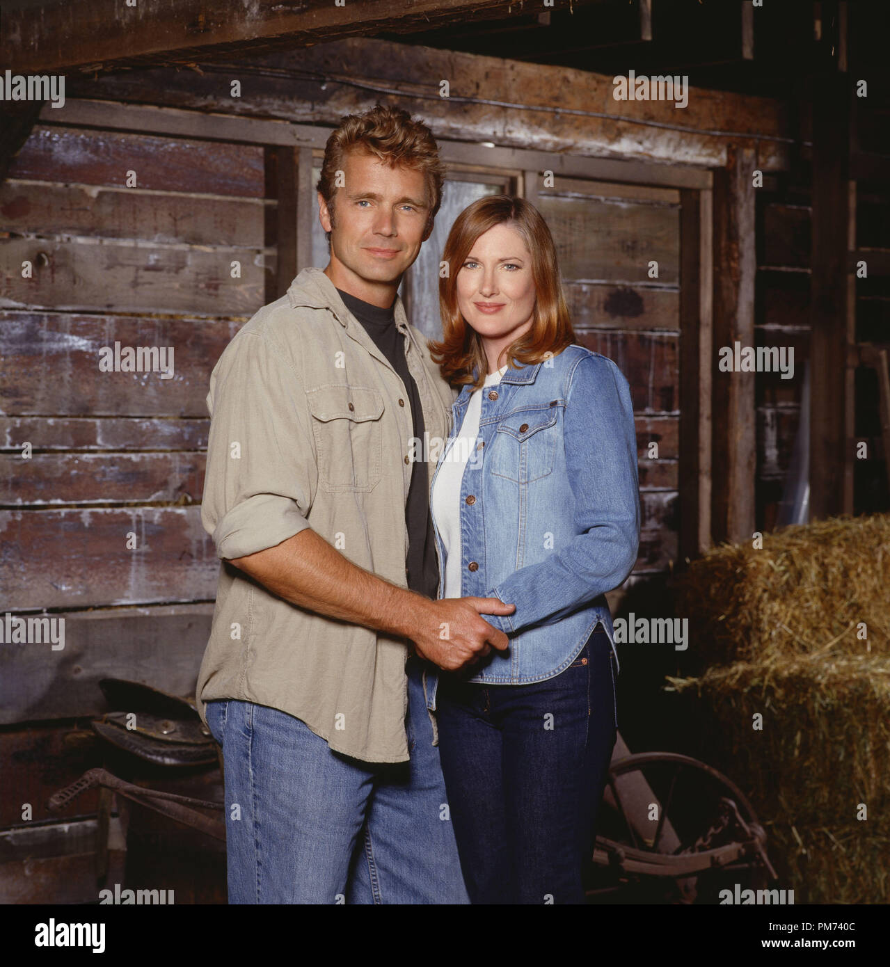 """Film Still / Publicity Still from """"Smallville"""" John Schneider, Annette O'Toole 2001 Photo credit: Kharen Hill      File Reference # 30847291THA  For Editorial Use Only -  All Rights Reserved Stock Photo"""