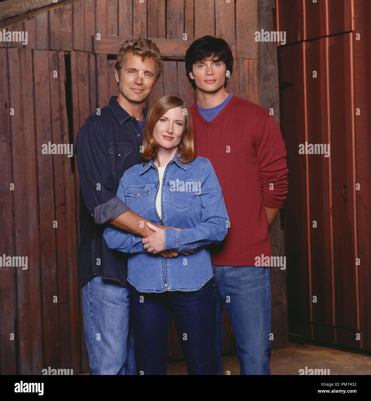 """Film Still / Publicity Still from """"Smallville""""  John Schneider, Annette O'Toole, Tom Welling 2001 Photo credit: Kharen Hill   File Reference # 30847360THA  For Editorial Use Only -  All Rights Reserved Stock Photo"""