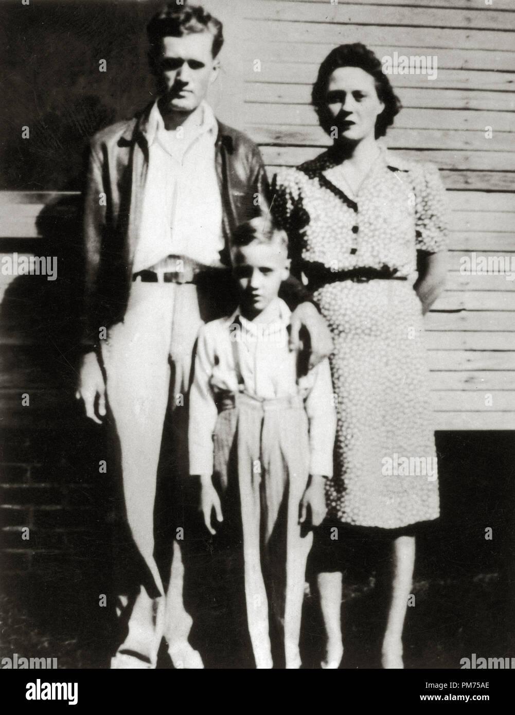 Elvis Presley with his parents, Gladys Presley, Vernon Presley ...