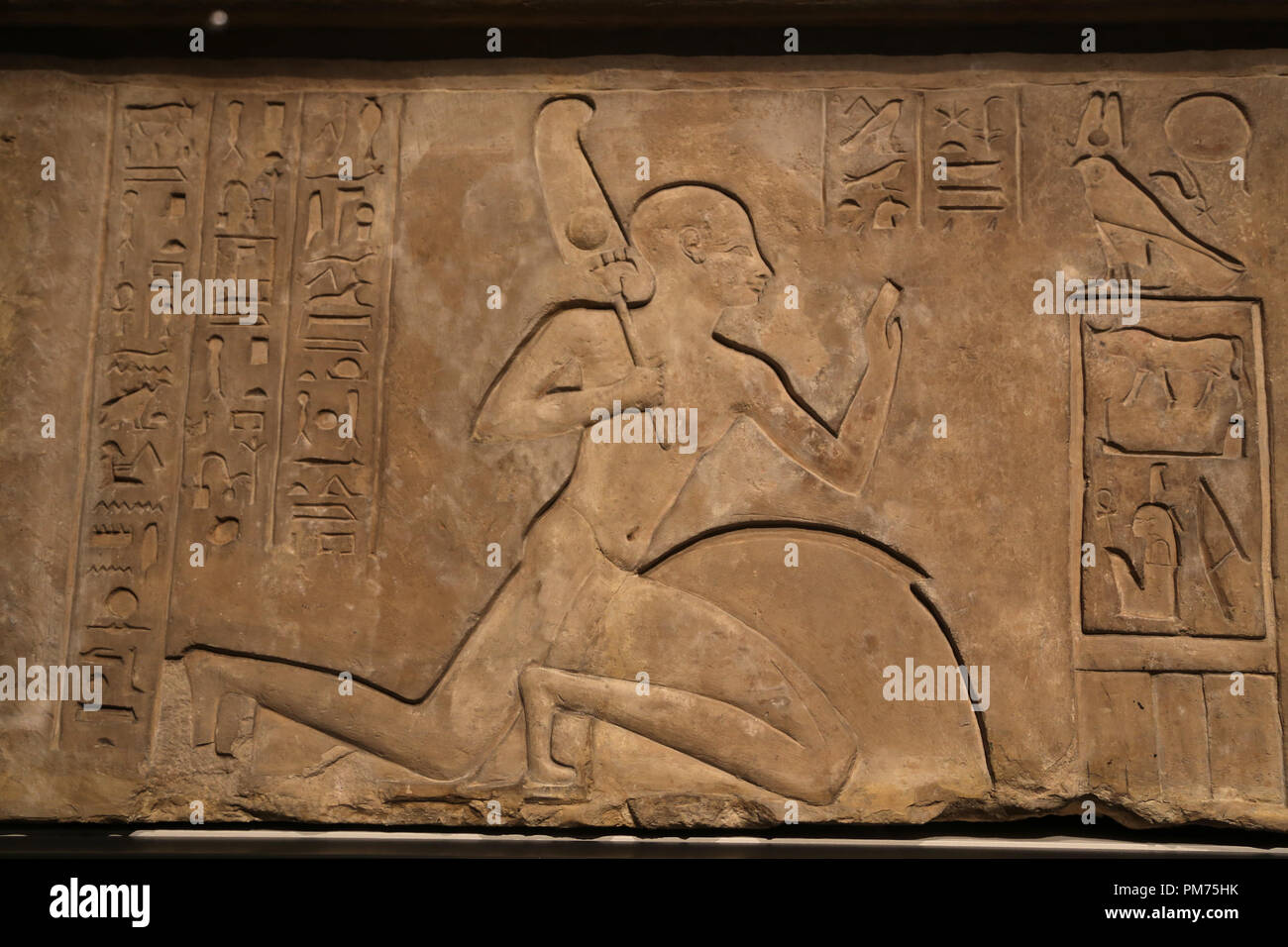 Lintel . Cartouches of Siamun flanked on either side by the adoring figures of Ankhefenmut. 21st Dynasty. 978-959 BC, - Stock Image