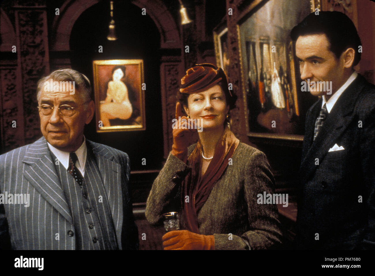 Film Still / Publicity Still from 'Cradle Will Rock' Phillip Baker Hall, Susan Sarandon, John Cusack © 1999 Touchstone Photo Credit: Demmie Todd   File Reference # 30973200THA  For Editorial Use Only -  All Rights Reserved - Stock Image