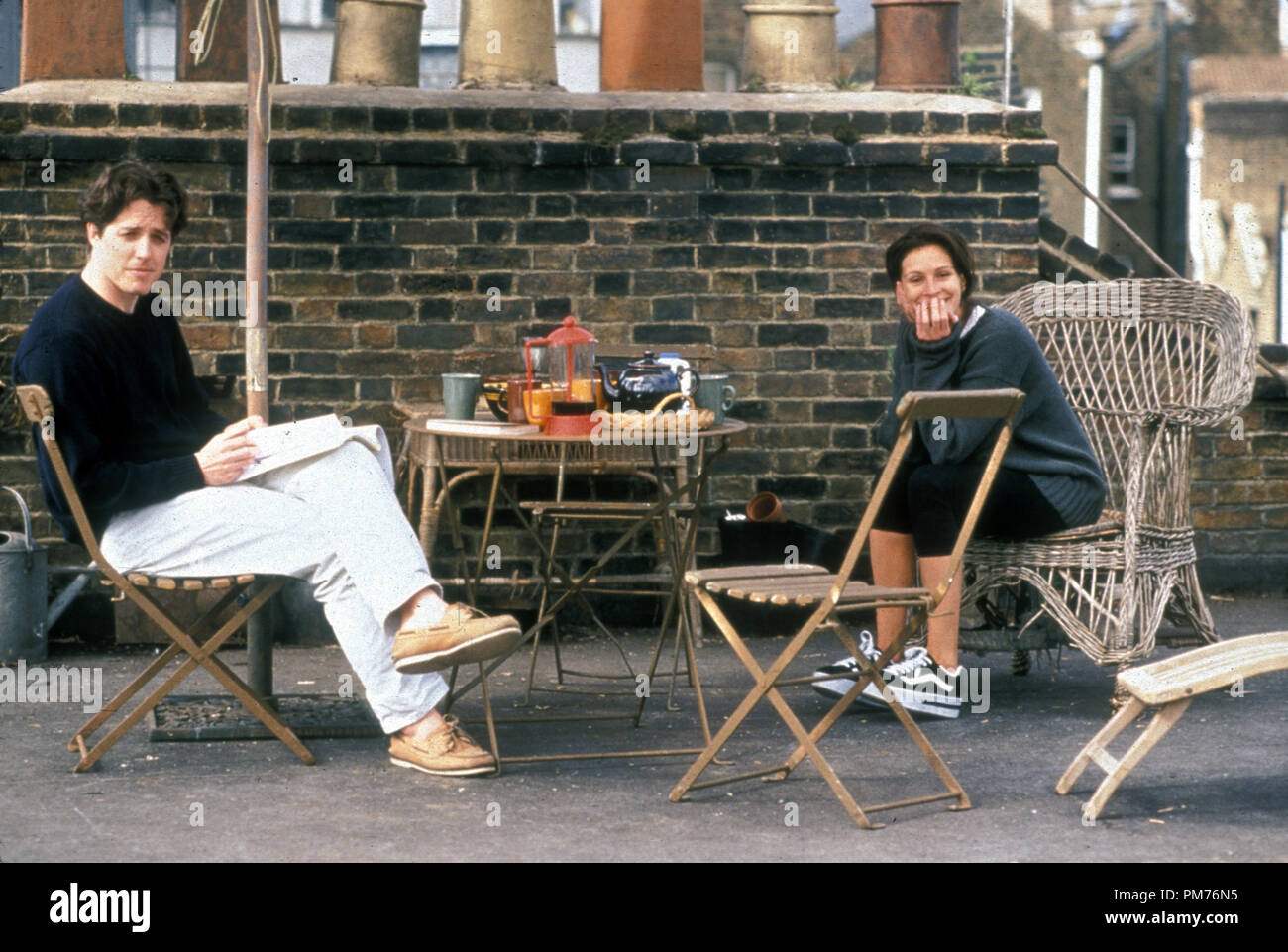 Film Still / Publicity Still from 'Notting Hill' Hugh Grant, Julia Roberts © 1999 Universal Photo Credit: Clive Coote   File Reference # 30973484THA  For Editorial Use Only -  All Rights Reserved - Stock Image
