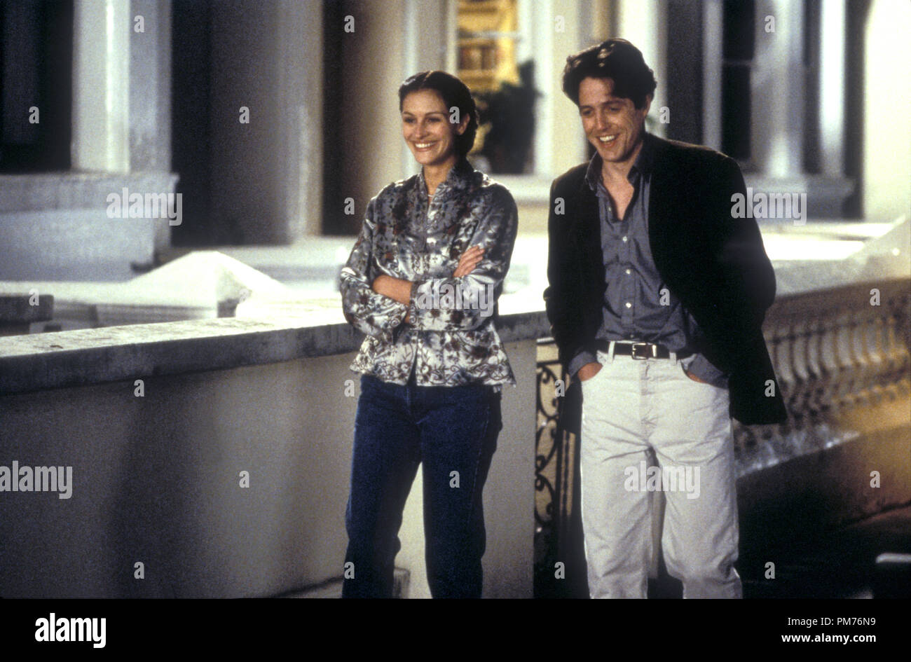 Film Still / Publicity Still from 'Notting Hill' Julia Roberts, Hugh Grant © 1999 Universal Photo Credit: Clive Coote   File Reference # 30973487THA  For Editorial Use Only -  All Rights Reserved - Stock Image