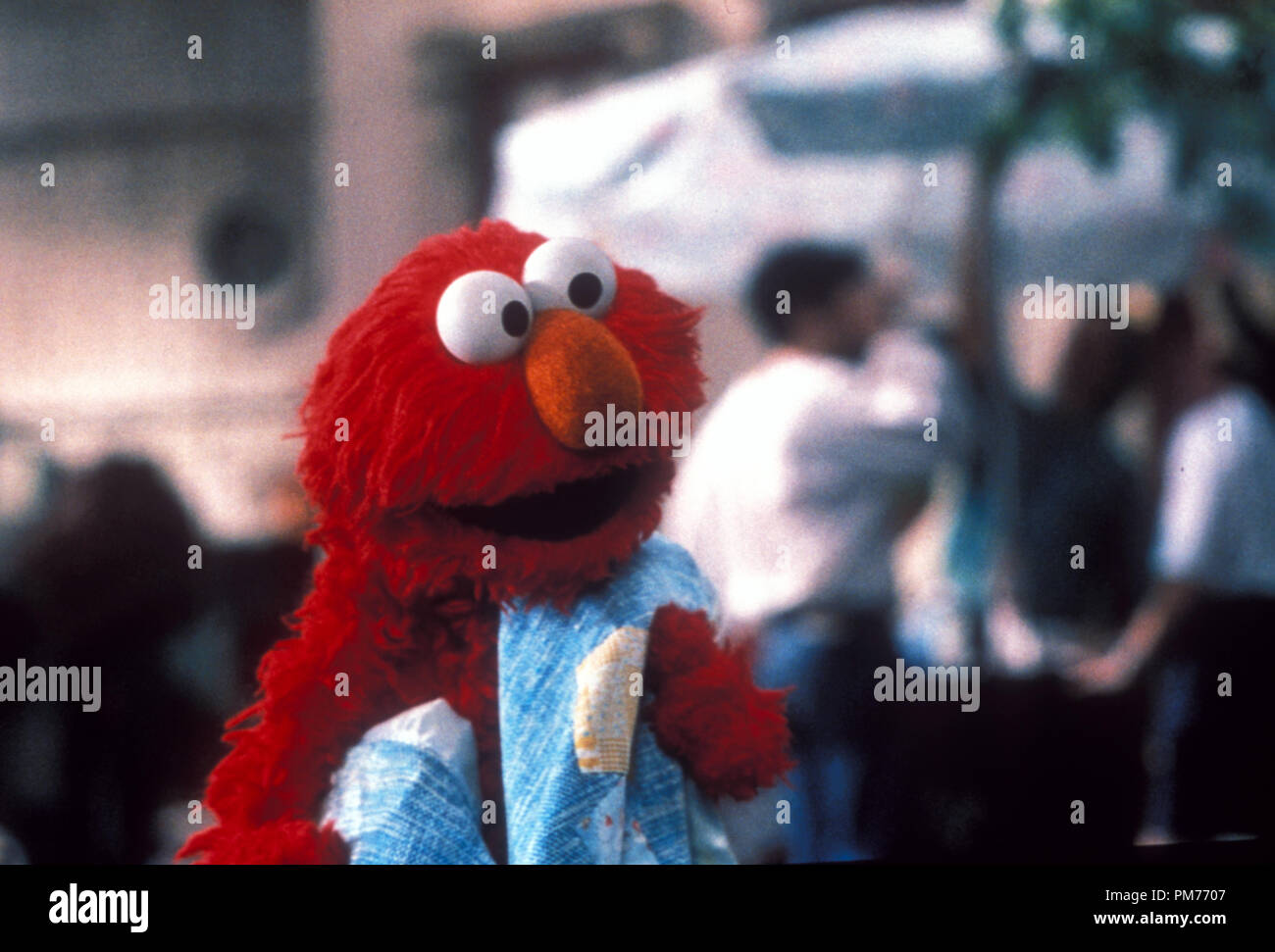 """Film Still / Publicity Still from """"The Adventures of Elmo in Grouchland"""" Elmo © 1999 Columbia  Photo Credit: James Bridges   File Reference # 30973645THA  For Editorial Use Only -  All Rights Reserved Stock Photo"""