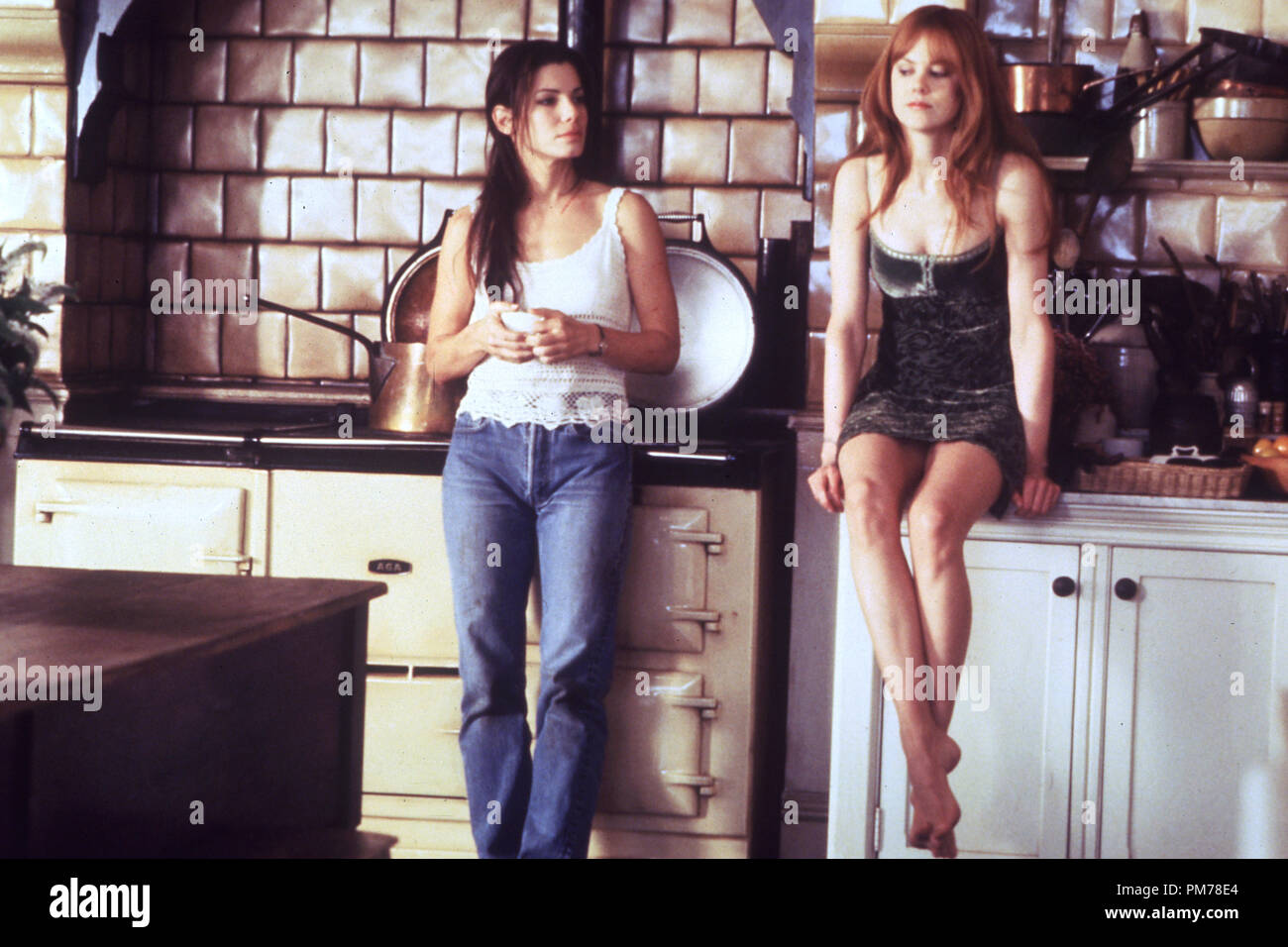 Film Still from 'Practical Magic' Sandra Bullock, Nicole Kidman © 1998 Warner Photo Credit: Suzanne Tenner  File Reference # 30996307THA  For Editorial Use Only -  All Rights Reserved - Stock Image