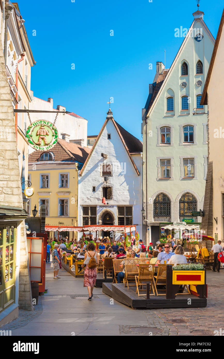 Tallinn restaurant, view of people sitting at restaurant tables on a summer afternoon along Vanaturu kael in the medieval Tallinn Old Town, Estonia. - Stock Image