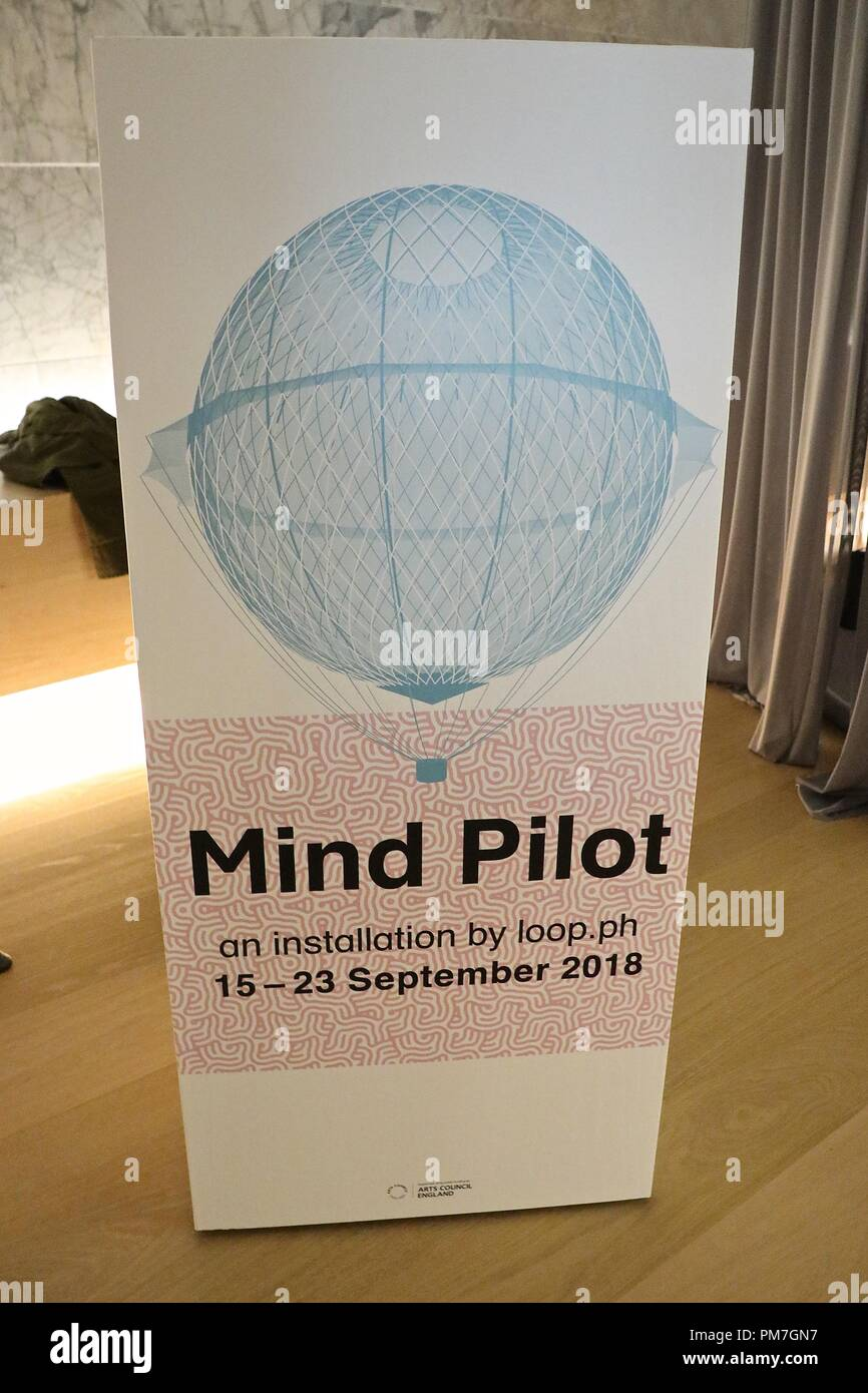 The Design Museum Mind - powered airship - Stock Image