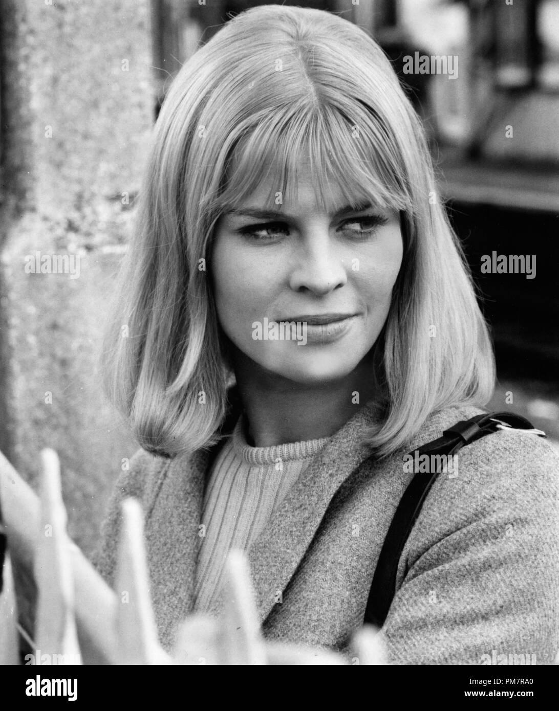 Studio Publicity Still: 'Darling'  Julie Christie  1965 Embassy     File Reference # 31386_1206THA - Stock Image