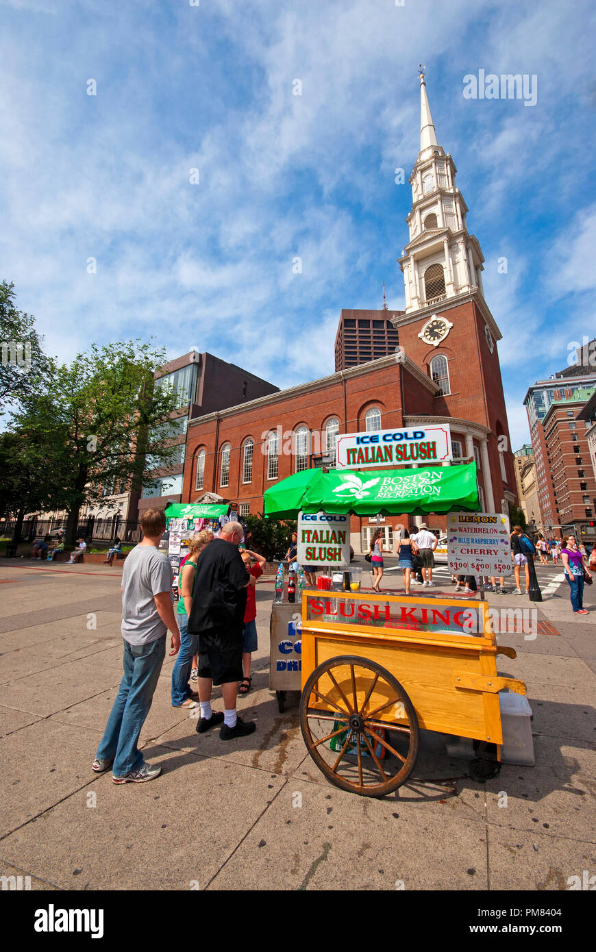 Kiosk selling soft drinks and italian slush at Boston Common (Park Street Church in the background), Boston, Suffolk County, Massachusetts, USA - Stock Image