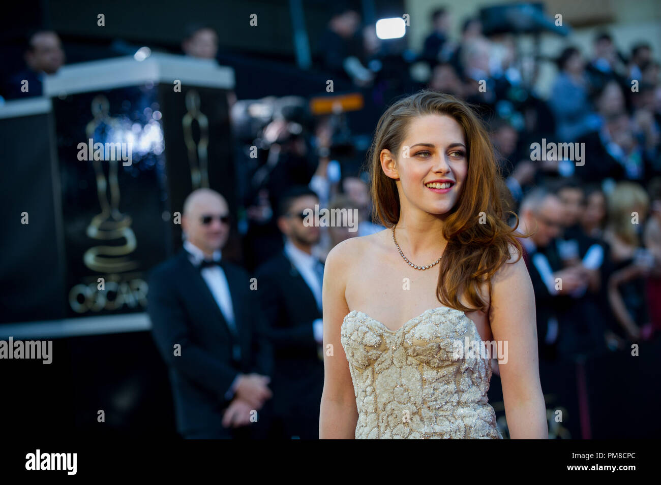 Actress Kristen Stewart arrives for The Oscars® at the Dolby® Theatre in Hollywood, CA February 24, 2013. - Stock Image
