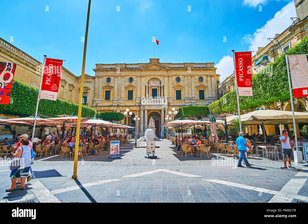 VALLETTA, MALTA - JUNE 17, 2018: The scenic outdoor cafes on Republic Square with a view on National Library of Malta on background, on June 17 in Val - Stock Image