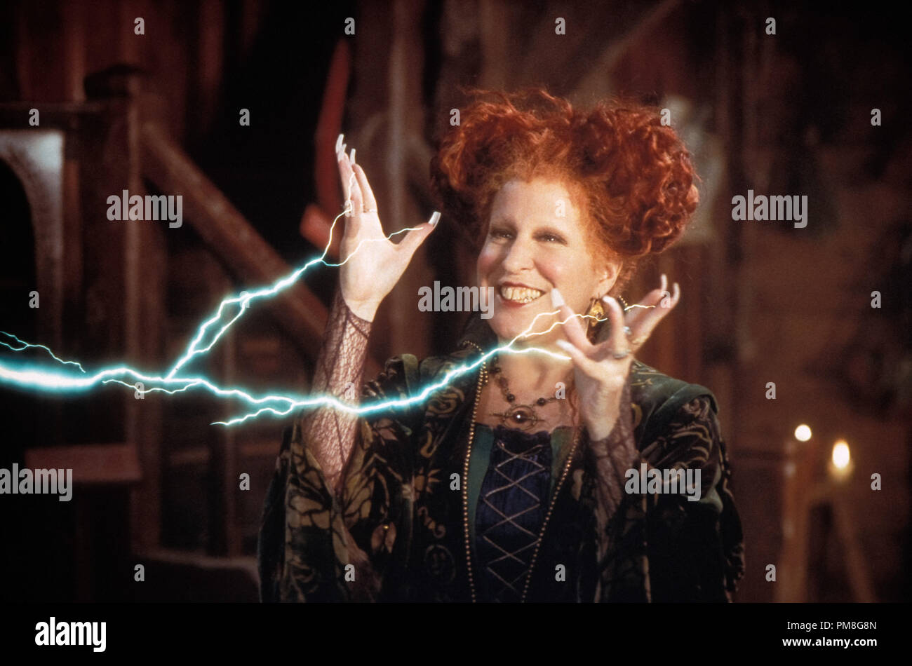 Film Still Publicity Still From Hocus Pocus Bette Midler C 1993 Walt Disney Pictures File Reference 31371275tha For Editorial Use Only All Rights Reserved Stock Photo Alamy