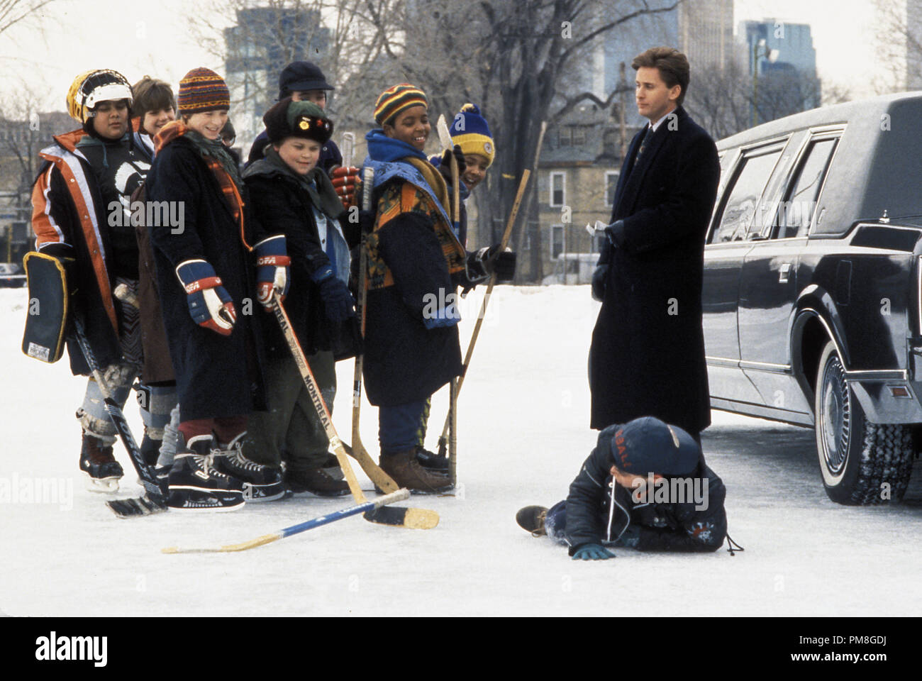 Film still or Publicity still from 'The Mighty Ducks' Emilio Estevez © 1992 Walt Disney Pictures Photo Credit: Deborah Croswell  All Rights Reserved   File Reference # 31487_296THA  For Editorial Use Only - Stock Image