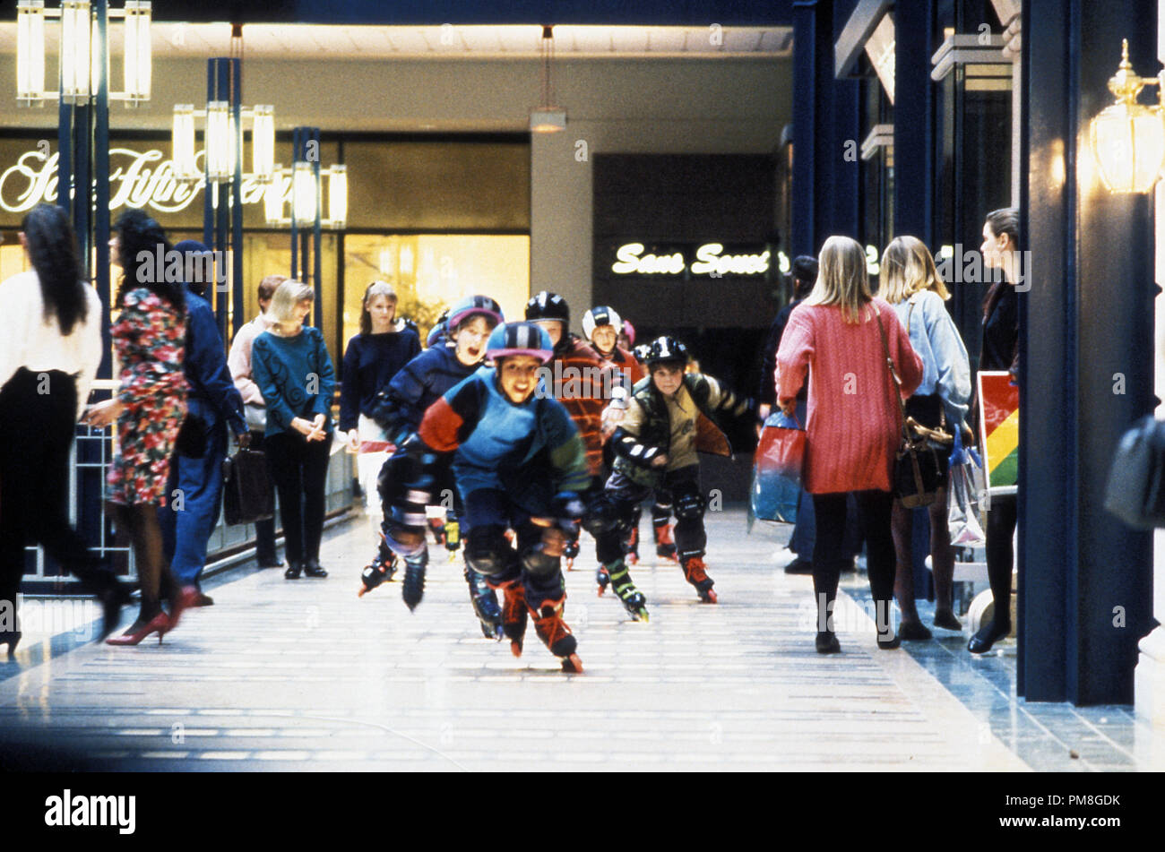 Film still or Publicity still from 'The Mighty Ducks' Emilio Estevez, Brandon Quintin Adams, Joshua Jackson, Elden Henson, Aaron Schwartz, Jane Plank  © 1992 Walt Disney Pictures Photo Credit: Deborah Croswell  All Rights Reserved   File Reference # 31487_297THA  For Editorial Use Only - Stock Image