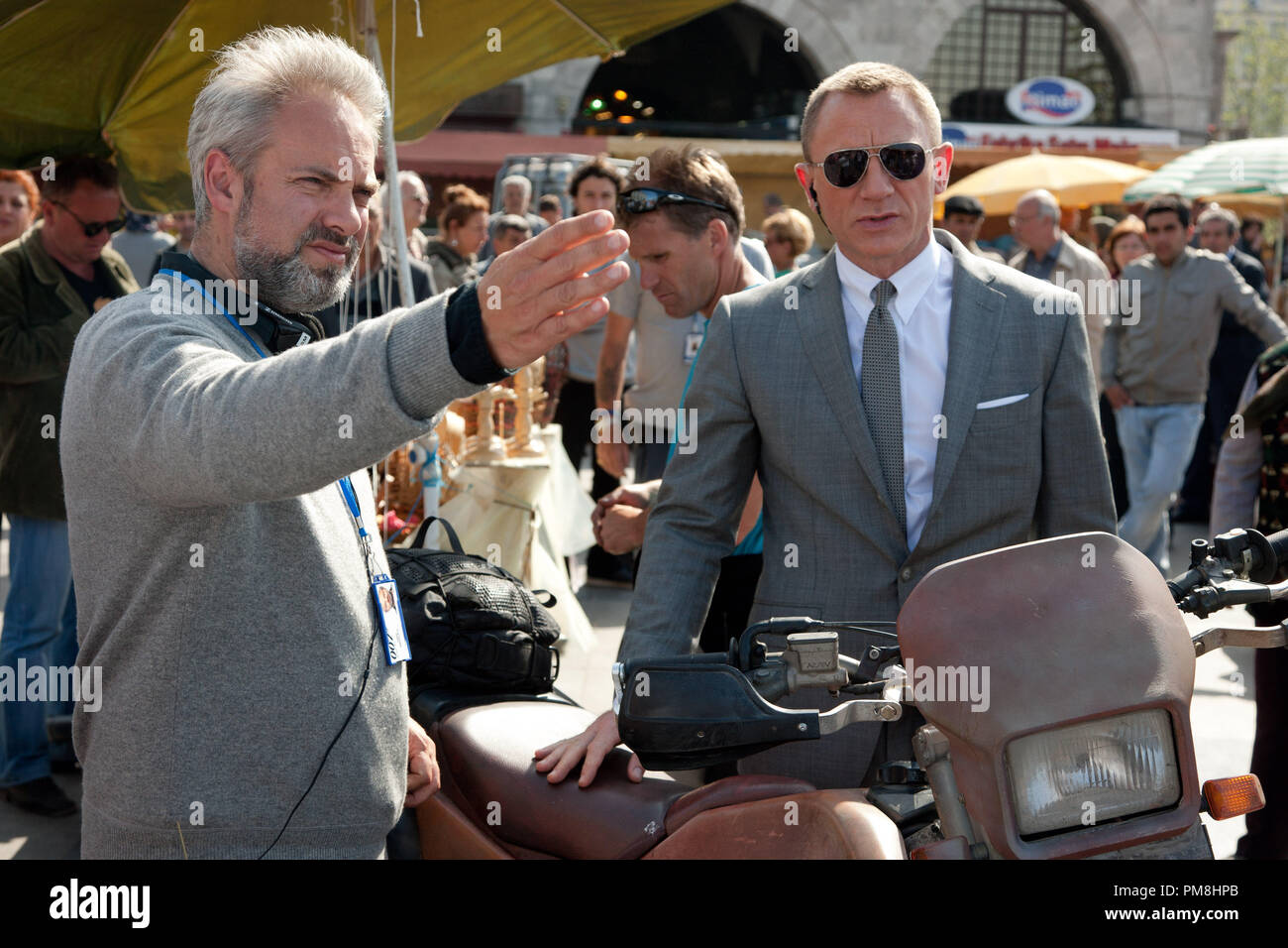 Director Sam Mendes and Daniel Craig stars as James Bond in Metro-Goldwyn-Mayer Pictures/Columbia Pictures/EON ProductionsÕ action adventure SKYFALL. - Stock Image