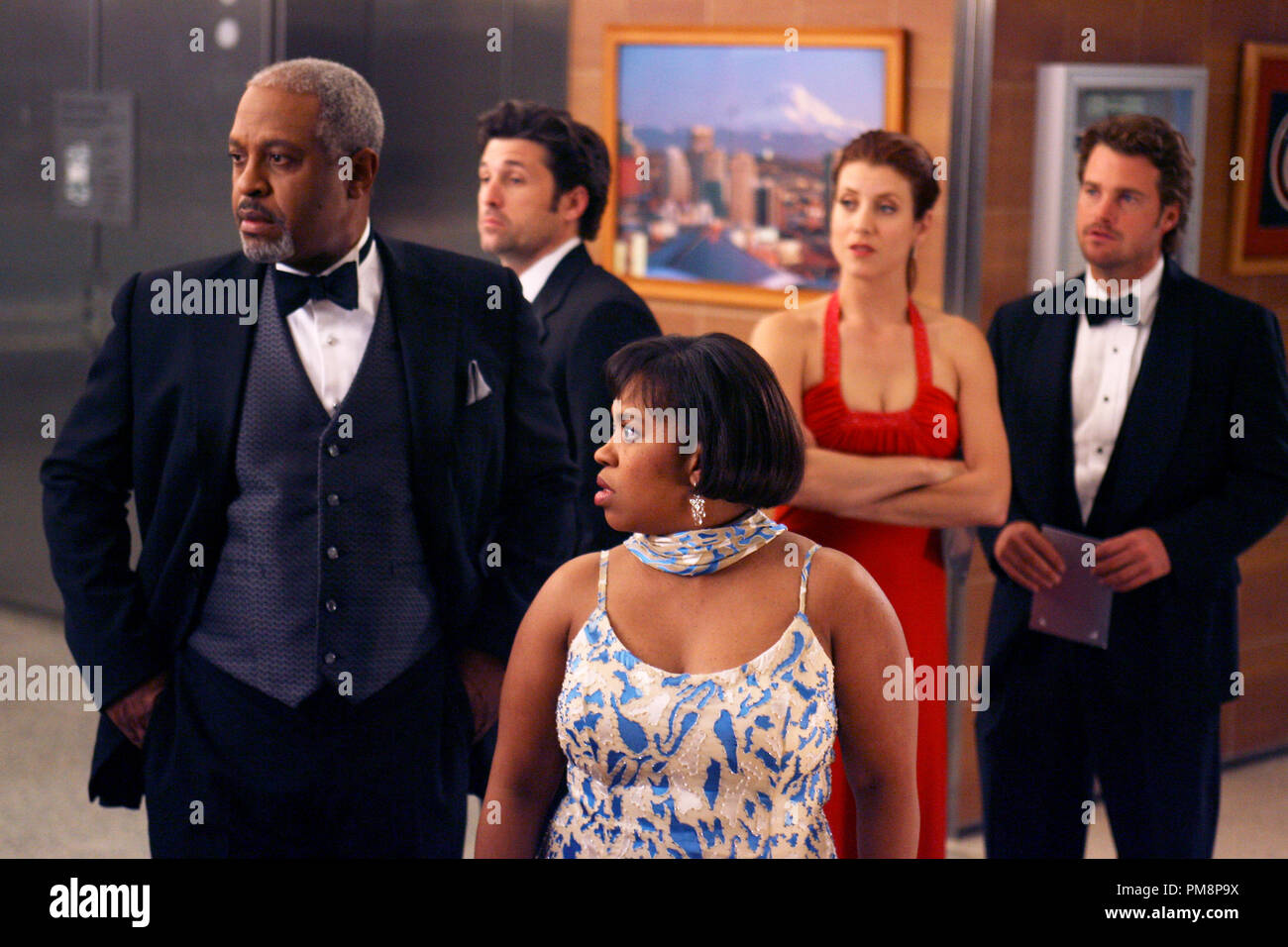 Studio Publicity Still from 'Grey's Anatomy' (Season 2 Episode Name: Deterioration of the Fight or Flight Response) James Pickens Jr., Patrick Dempsey, Chandra Wilson, Kate Walsh, Chris O'Donnell 2006 Photo credit: Scott Garfield - Stock Image