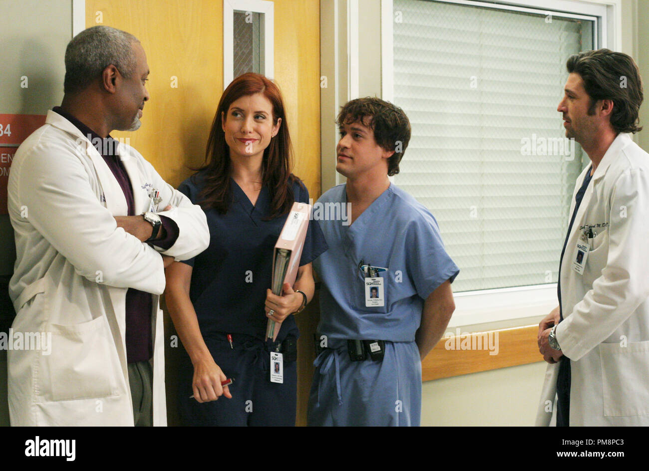 Studio Publicity Still from 'Grey's Anatomy' (Season 2 Episode Name: As We Know It) James Pickens Jr., Kate Walsh, T.R. Knight, Patrick Dempsey 2006 Photo credit: Karen Neal - Stock Image