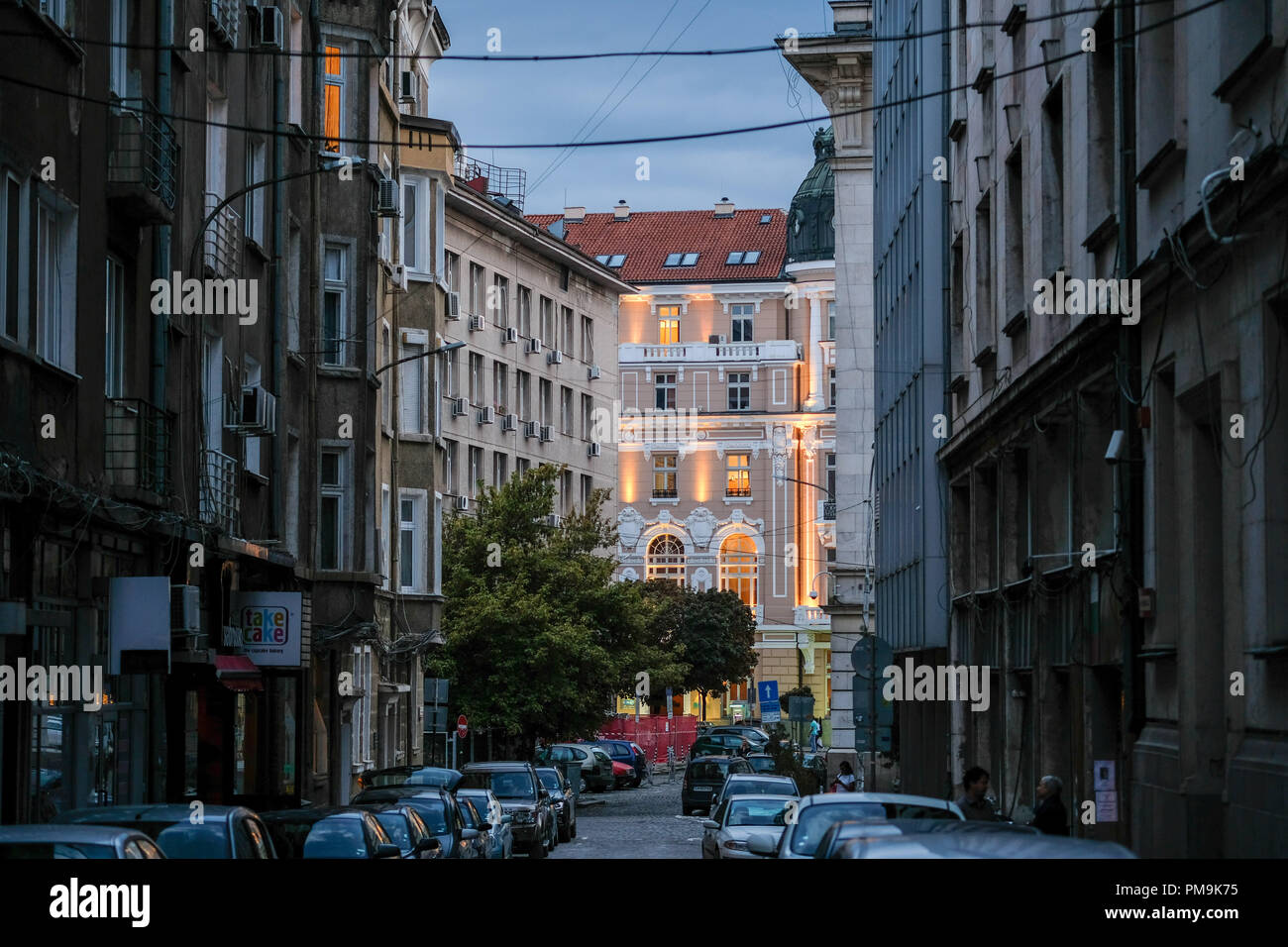Sofia, Bulgarien. 11th Sep, 2018. 11.09.2018, Bulgaria, Sofia: A street in the center with parked cars and illuminated and unlit residential buildings, taken in the evening in the blue hour. Credit: Jens Kalaene/dpa-Zentralbild/ZB | usage worldwide/dpa/Alamy Live News - Stock Image