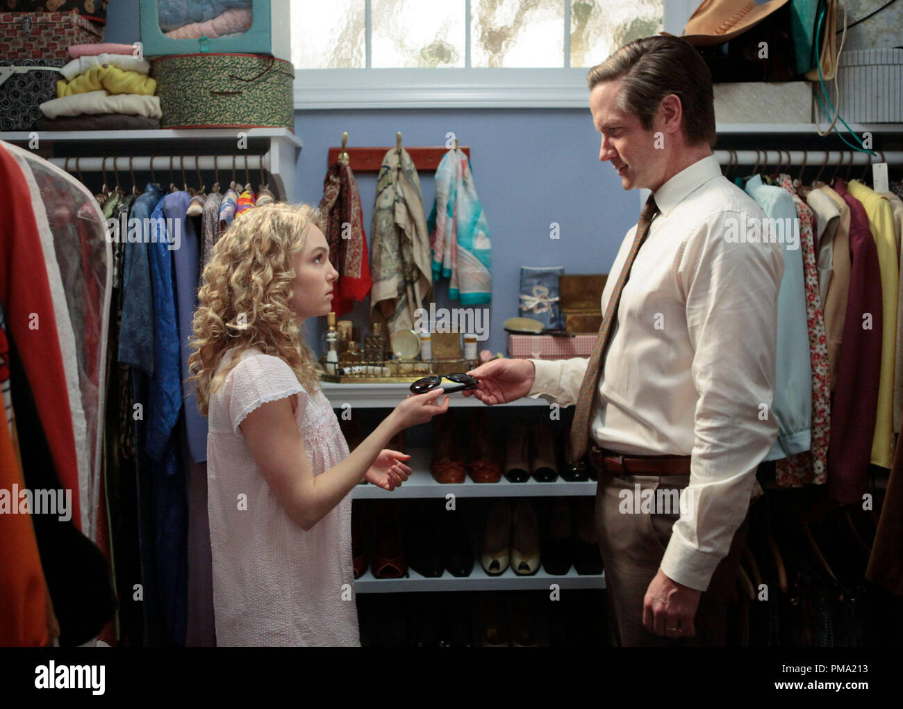 Still of Matt Letscher and AnnaSophia Robb in The Carrie Diaries - Stock Image