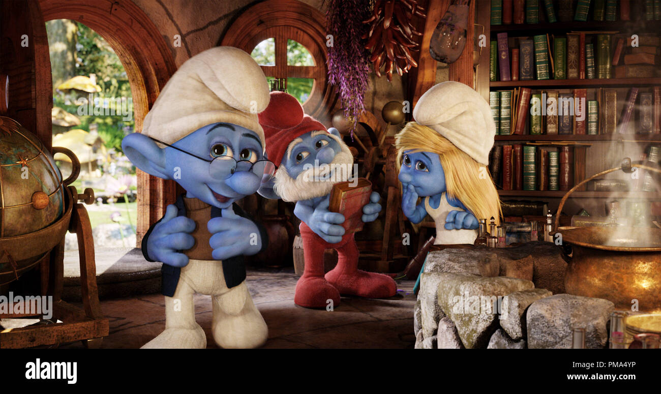 Narrator Smurf (Tom Kane), Papa Smurf (Jonathan Winters) and Smurfette (Katy Perry) in Sony Pictures Animation's SMURFS 2. - Stock Image