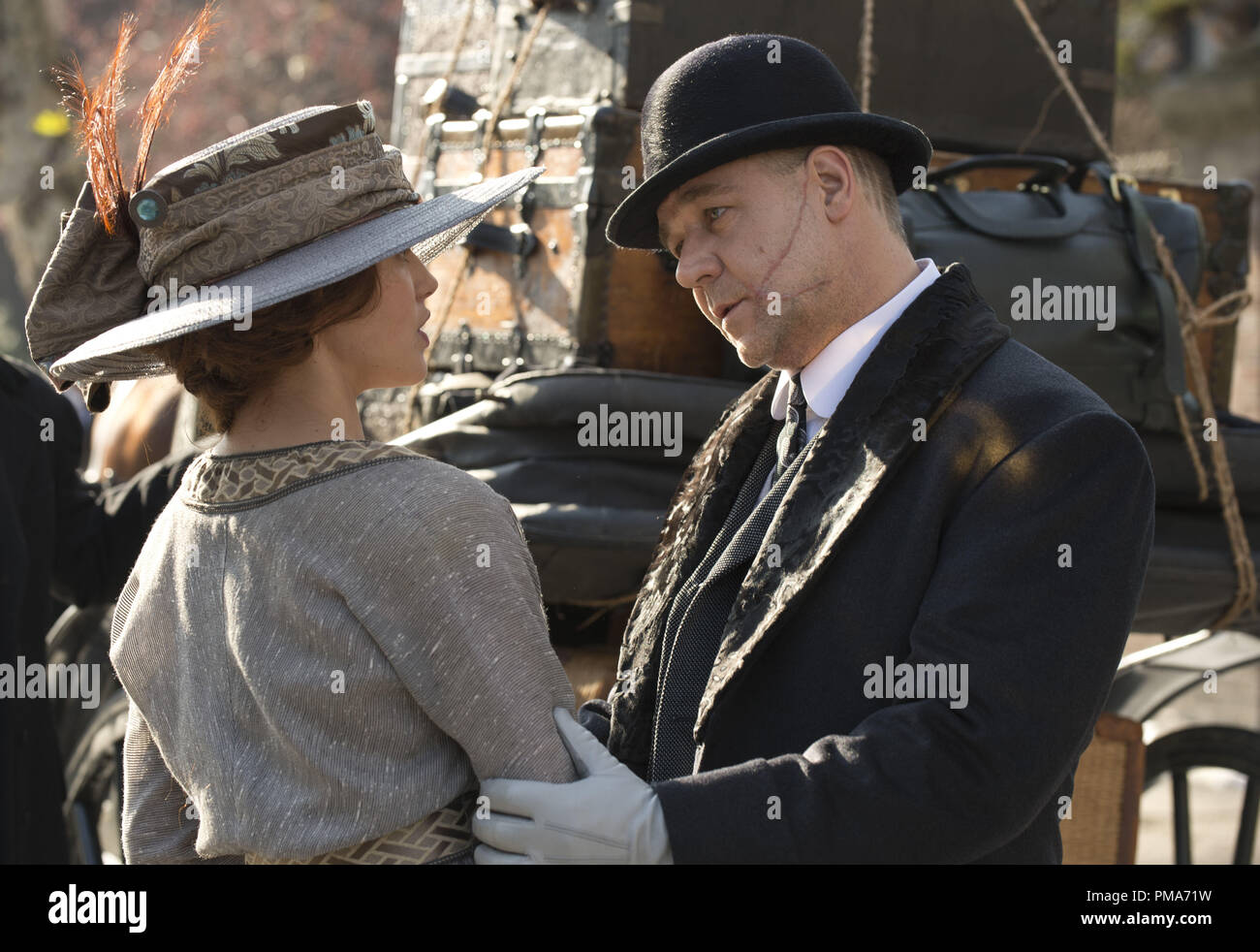 (L-r) JESSICA BROWN FINDLAY as Beverly Penn and RUSSELL CROWE as  Pearly Soames in Warner Bros. Pictures' and Village Roadshow Pictures' romantic fantasy adventure 'WINTER'S TALE,' distributed worldwide by Warner Bros. Pictures and in select territories by Village Roadshow Pictures. - Stock Image