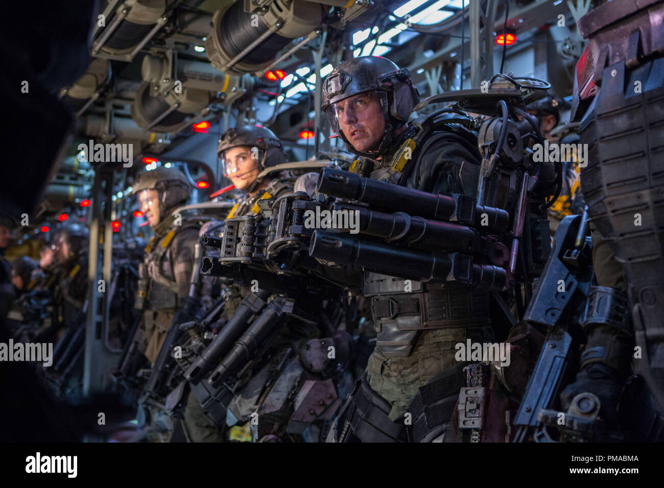 TOM CRUISE (center) as Cage in Warner Bros. Pictures' and Village Roadshow Pictures' sci-fi thriller 'EDGE OF TOMORROW' - Stock Image