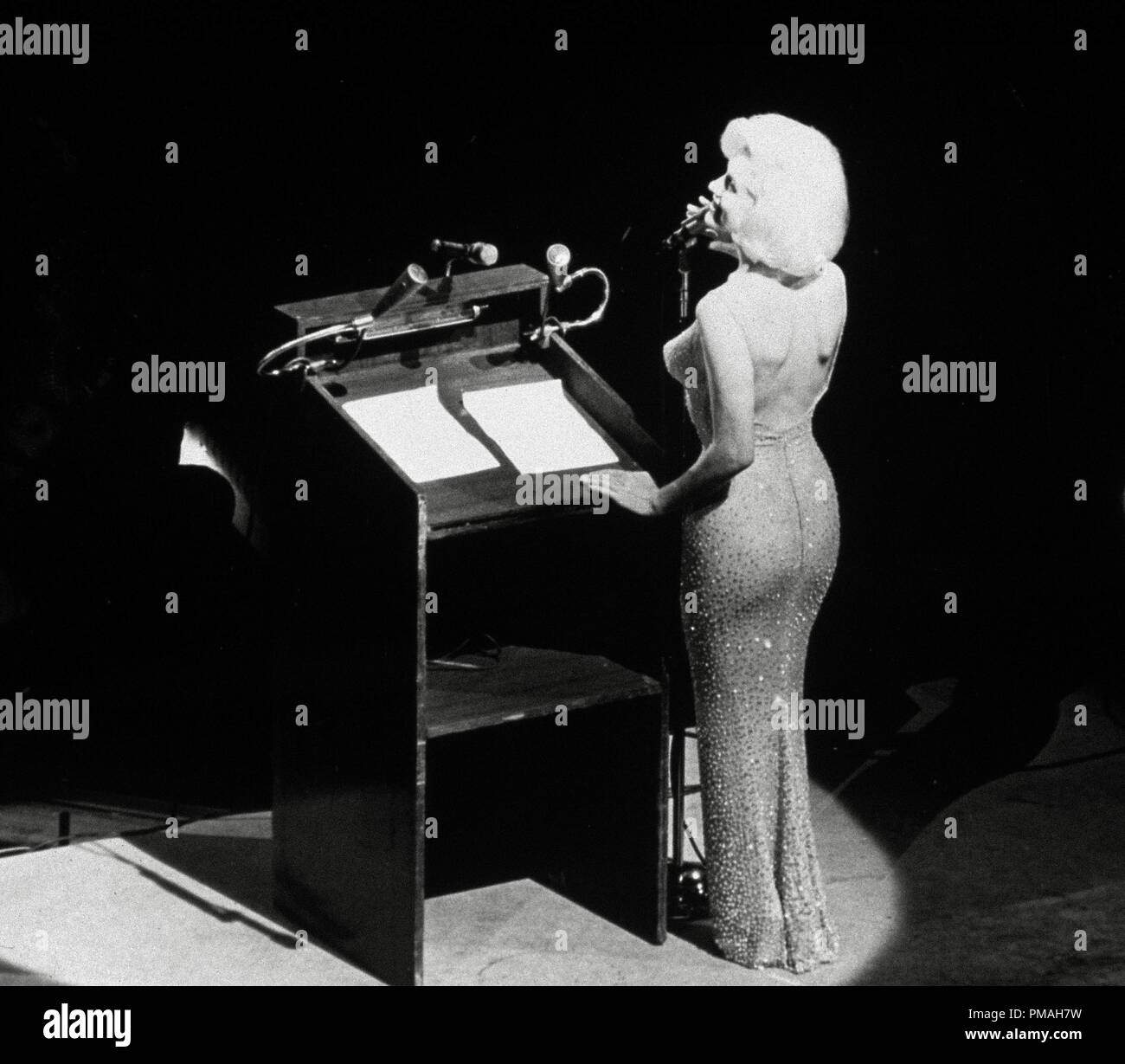 Marilyn Monroe Sings Happy Birthday To President John F Kennedy At Madison Square Garden For His Upcoming 45th Birthday File Reference 32733 507tha Stock Photo Alamy