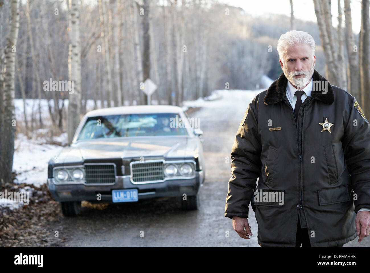 FARGO -- 'Before The Law' -- Episode 202 (Airs October 19, 10:00 pm e/p) Pictured: Ted Danson as Hank Larsson. - Stock Image
